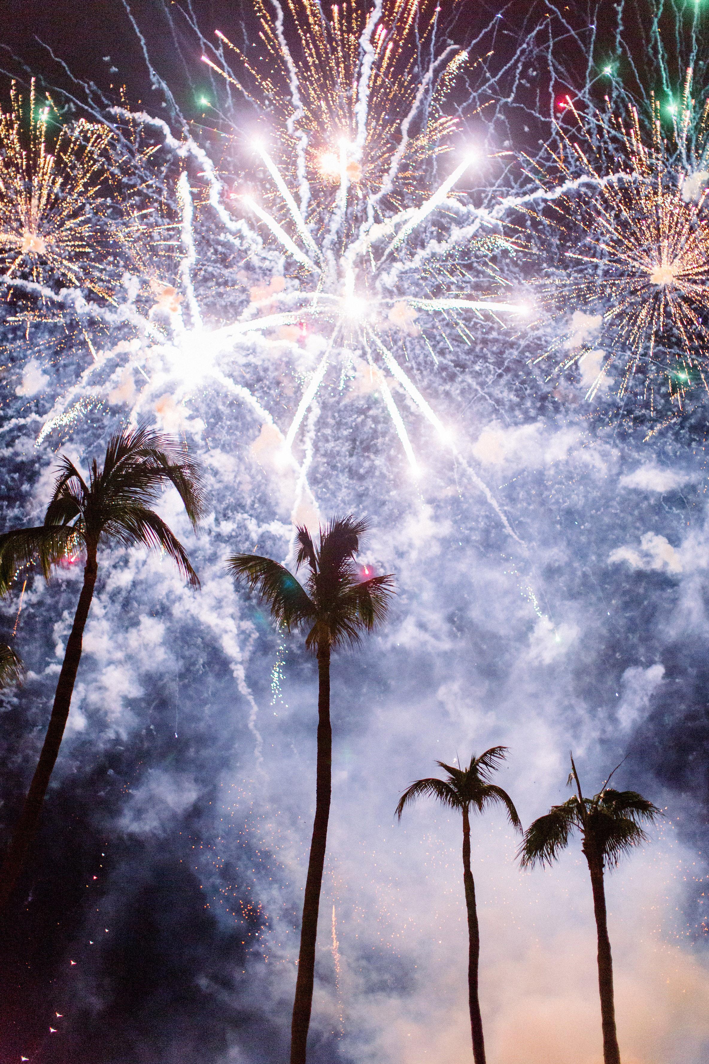 kourtney justin wedding mexico fireworks
