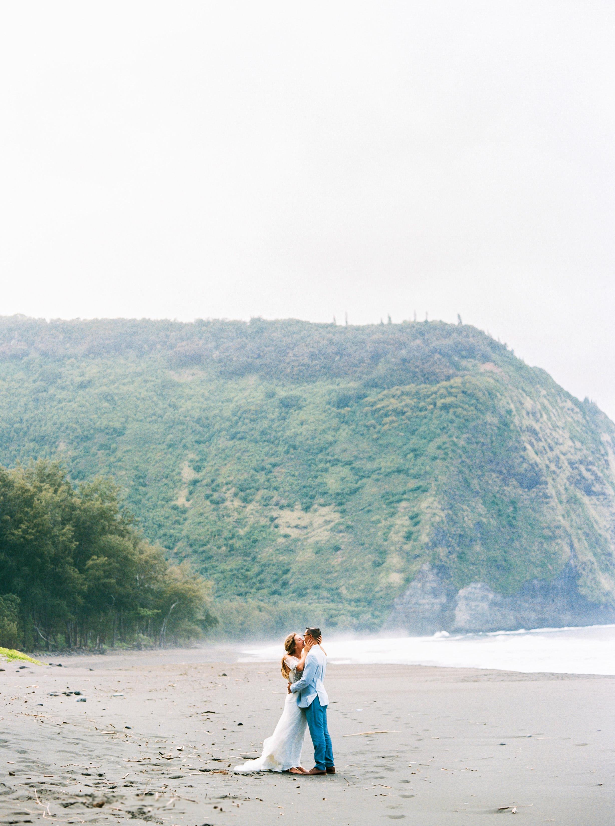 rebecca eryck wedding hawaii couple first look beach