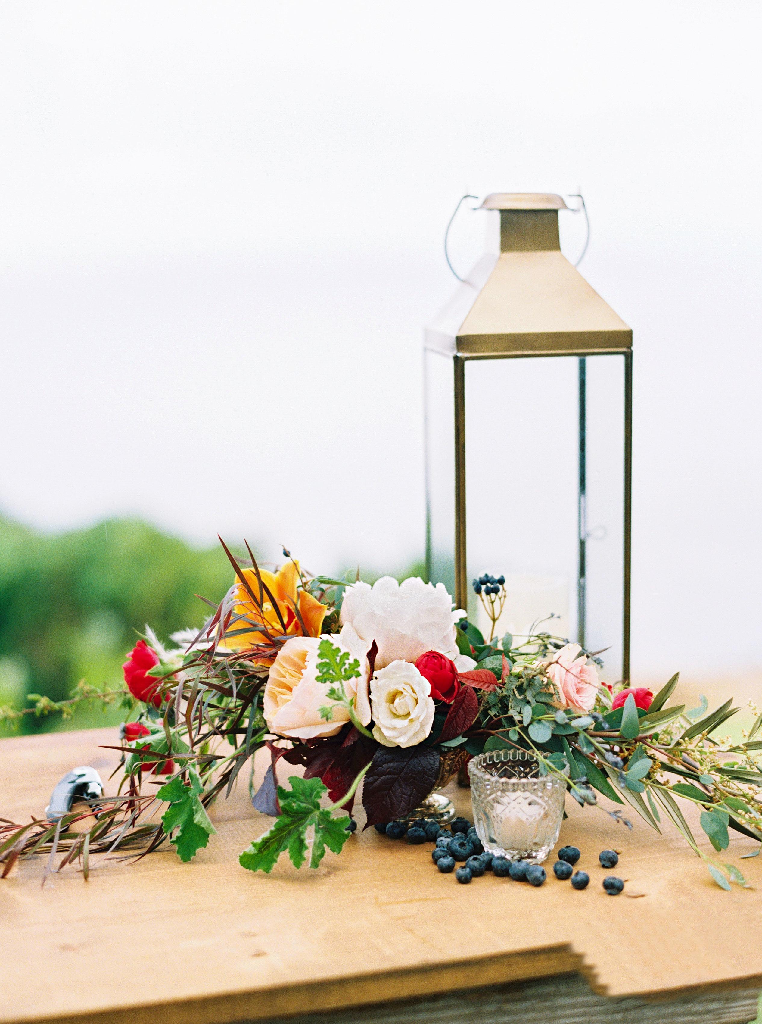 rebecca eryck wedding hawaii flower arrangement