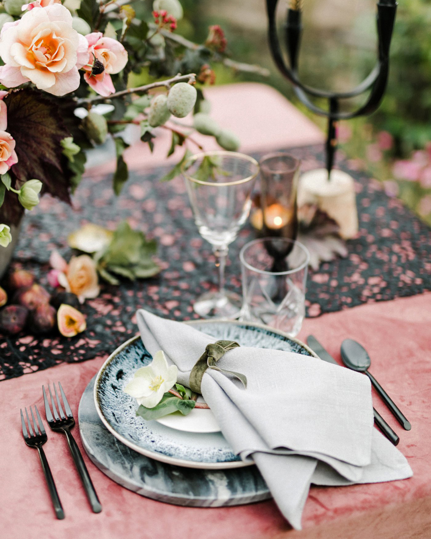 cut out runner tablescape