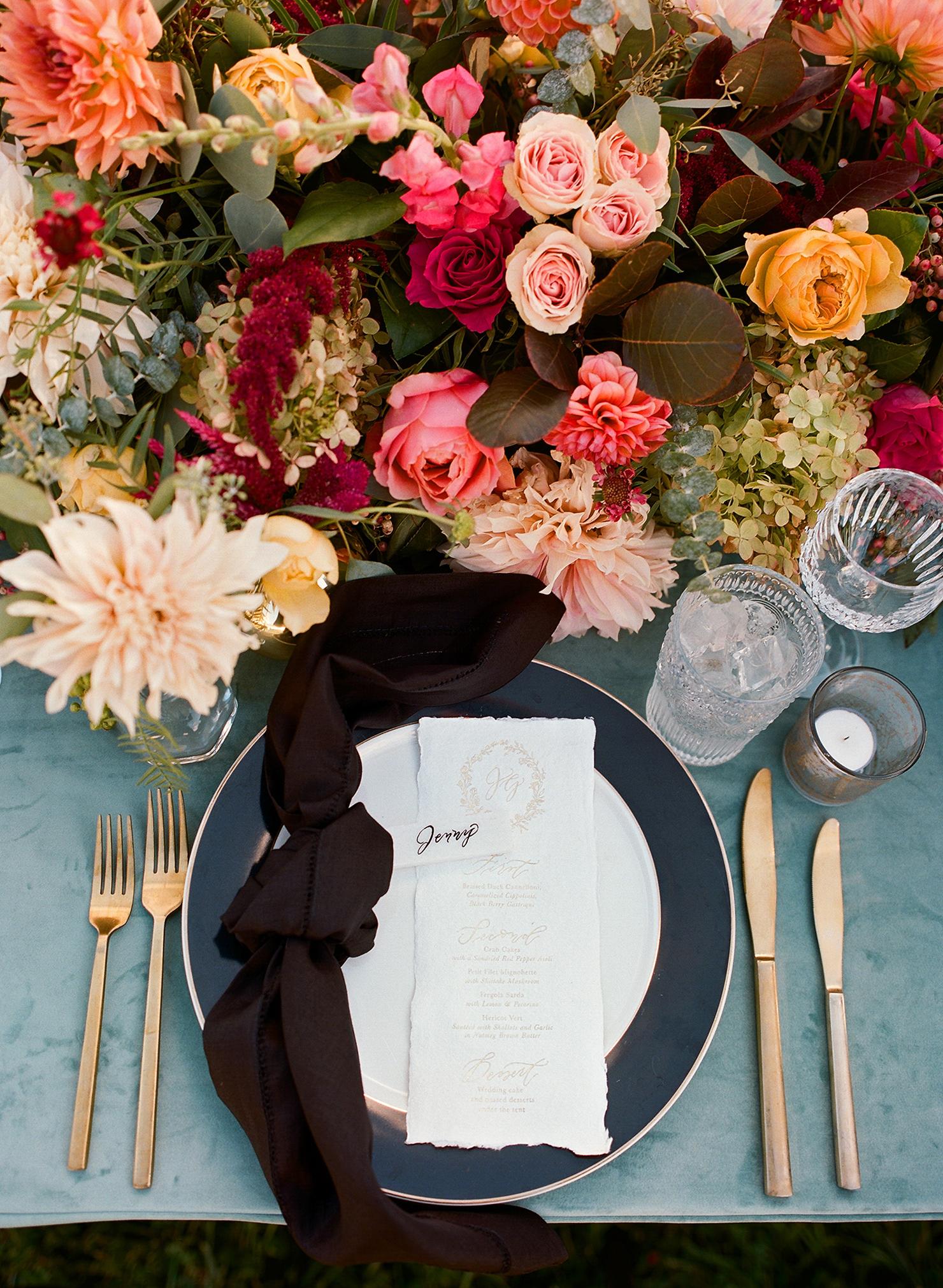 jen geoff wedding place setting and centerpiece