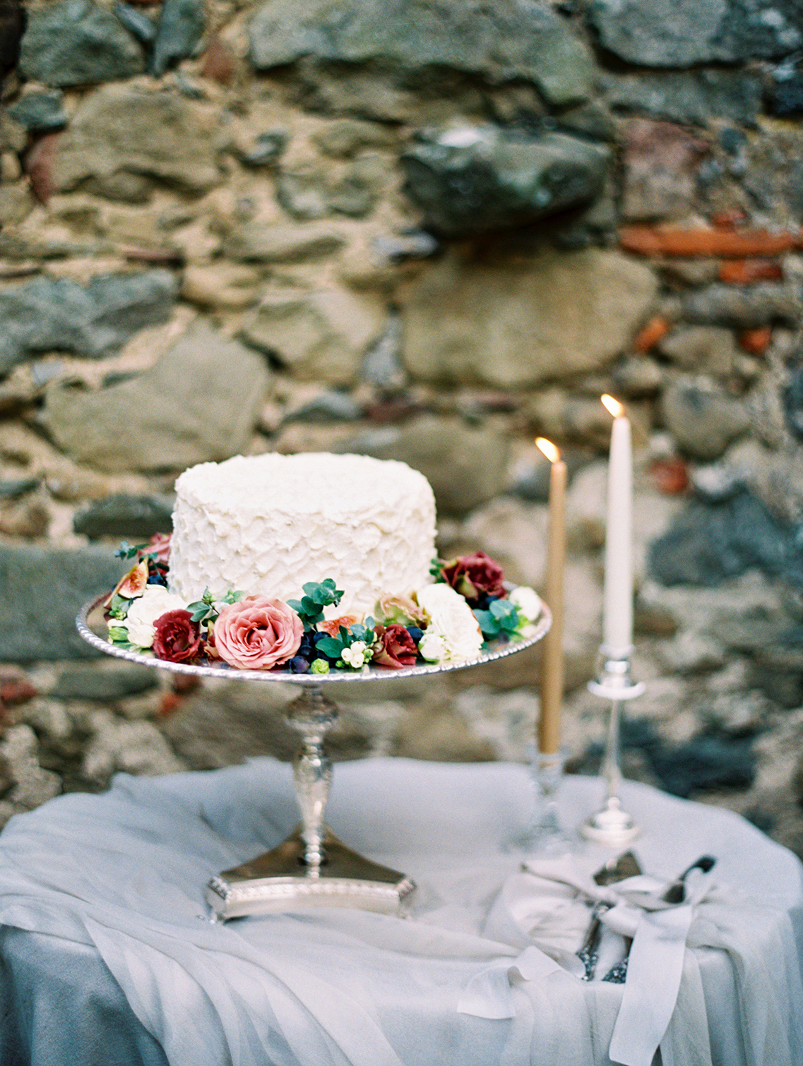 kelly pete wedding cake on stand with flowers