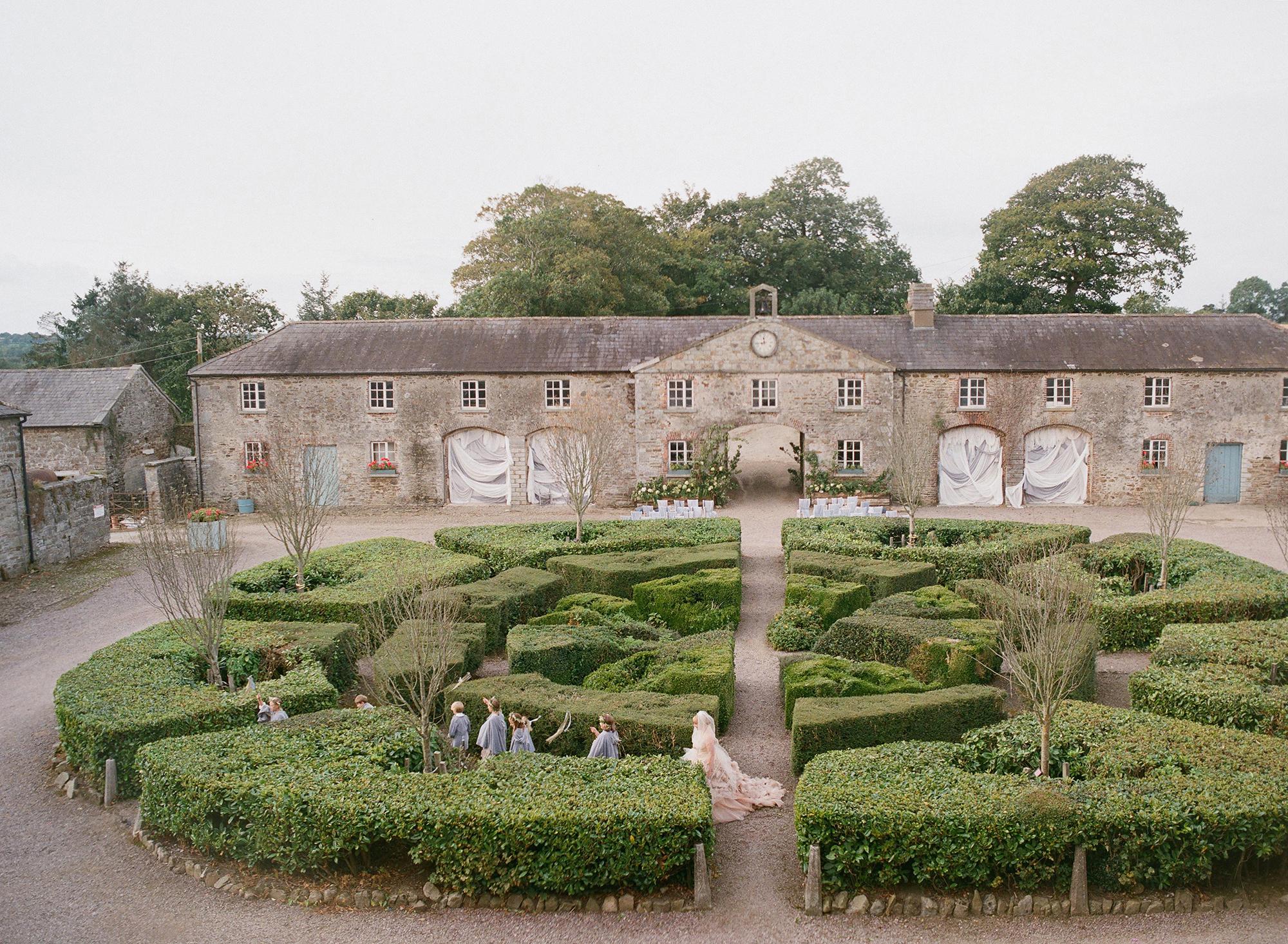 epic wedding photos courtyard