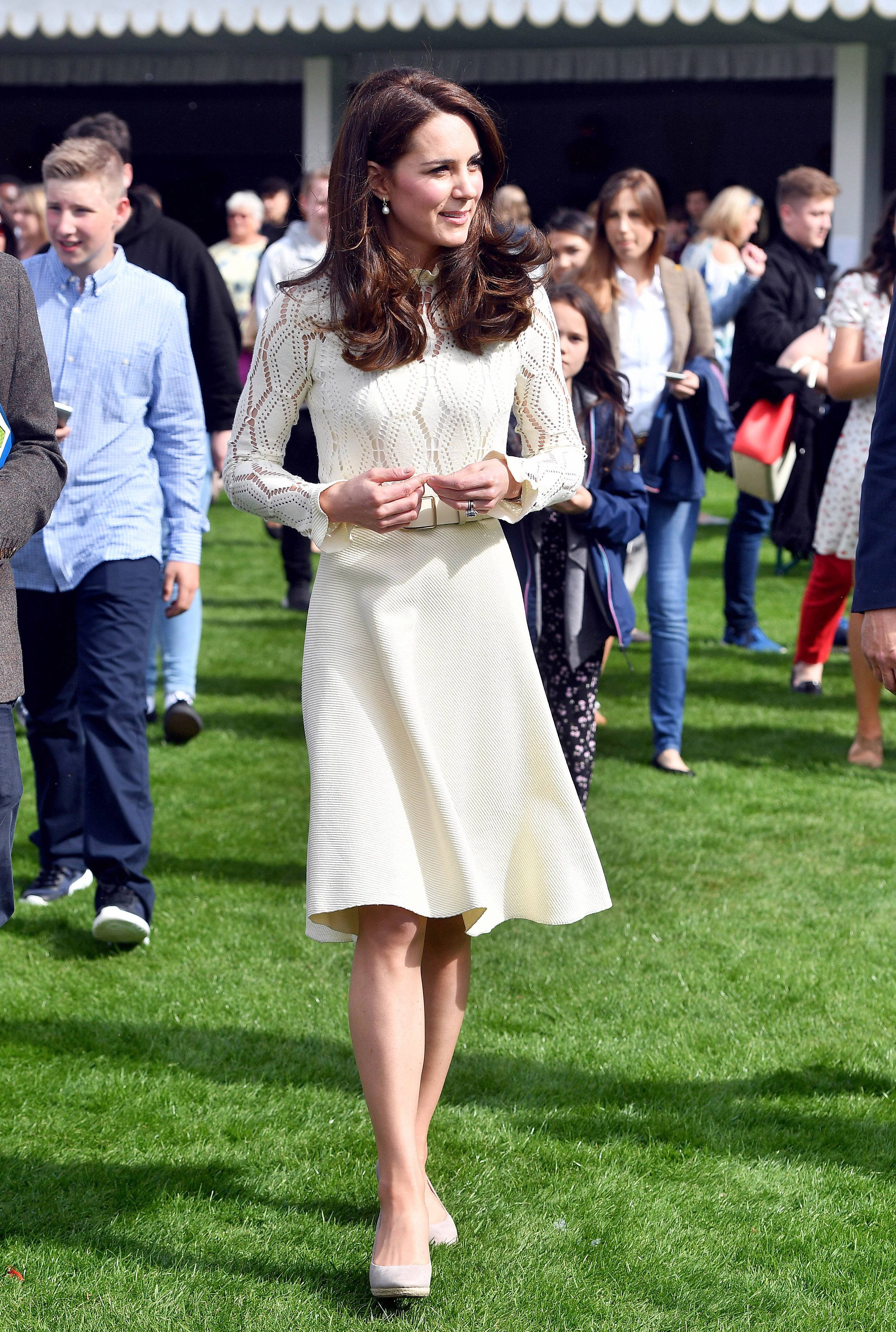 kate middleton white dress long sleeve lace