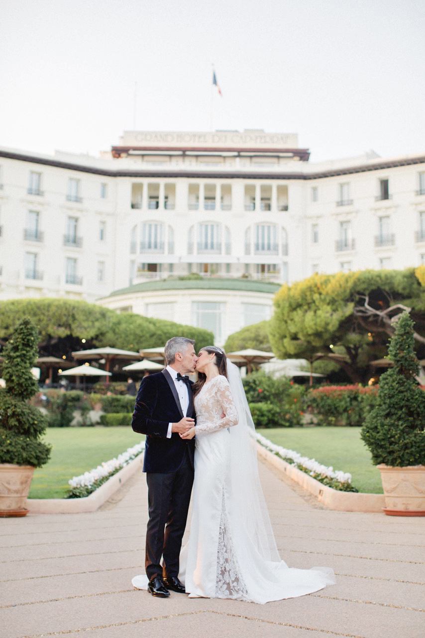 jiannina enzo wedding couple kiss
