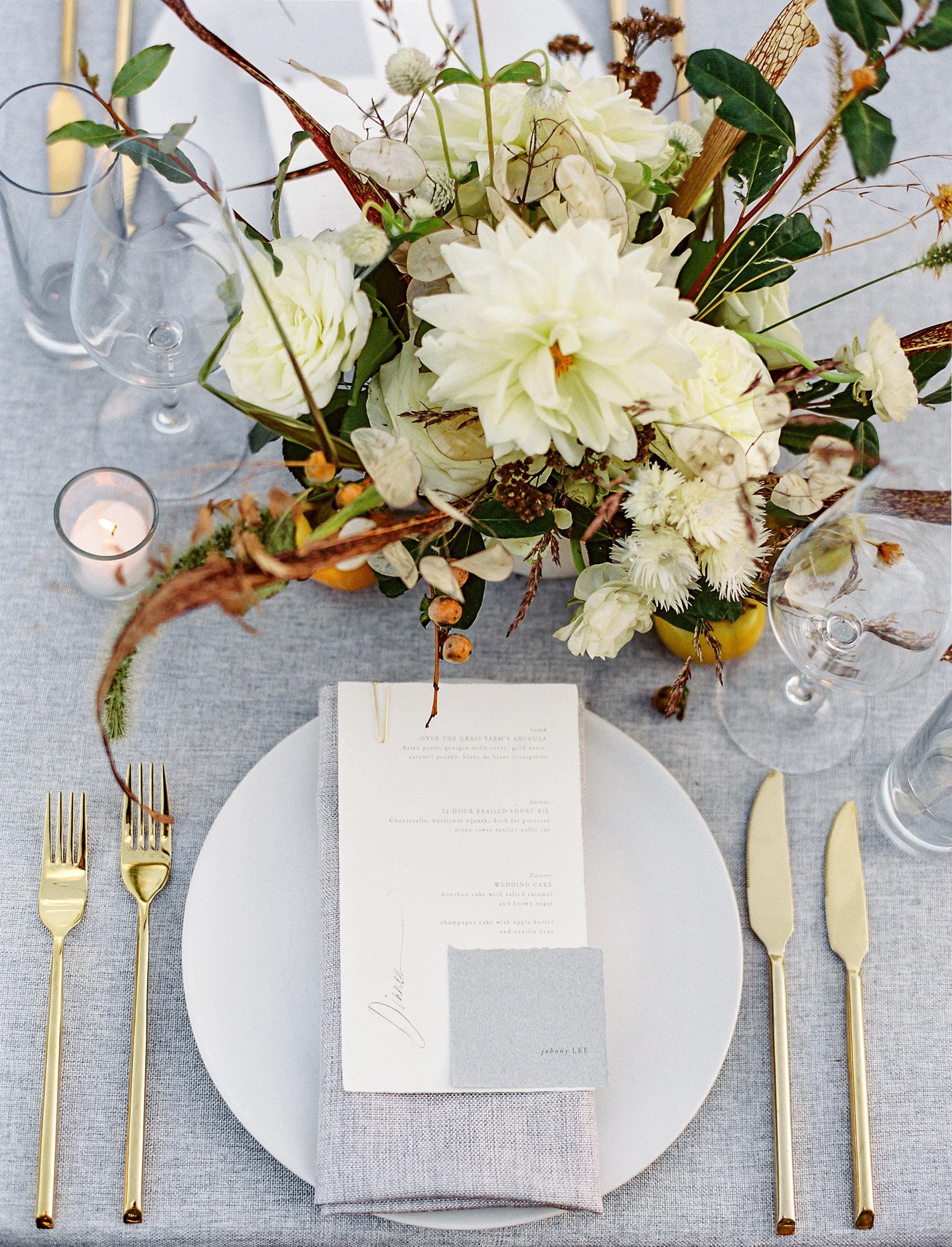 linda robert wedding place setting