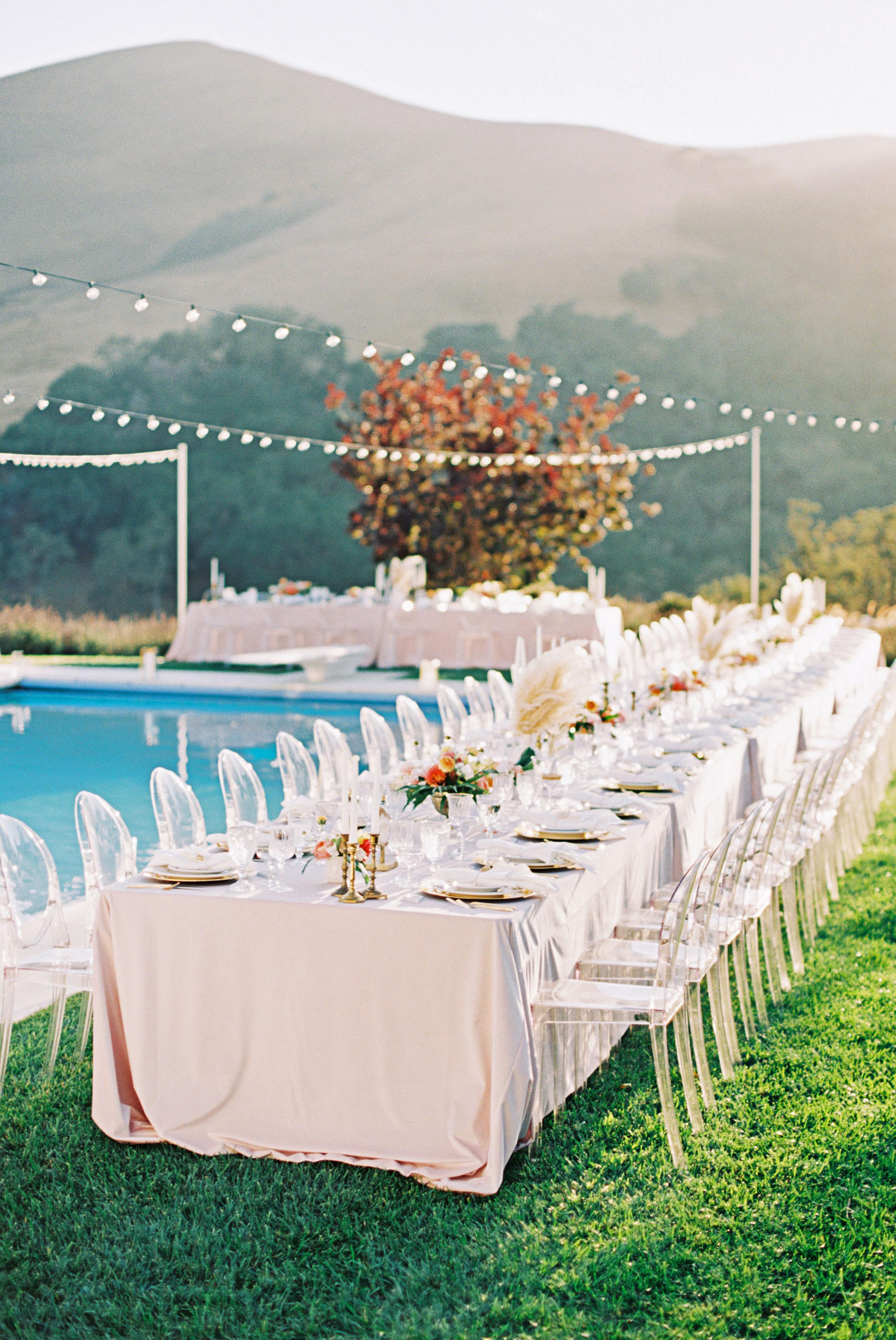 stephanie jared wedding poolside table setting