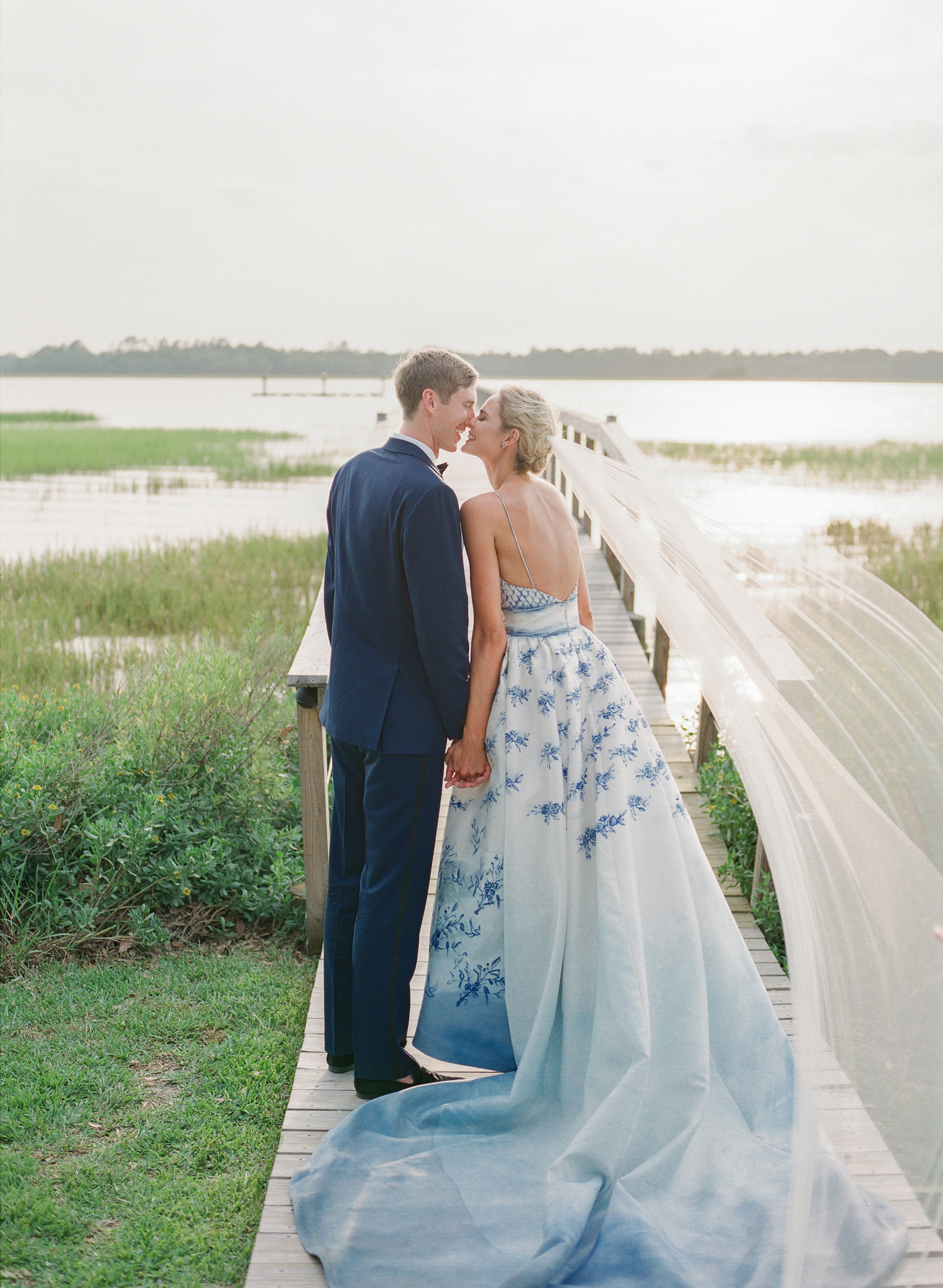 A Modern Charleston Wedding With A Blue And White Color Palette