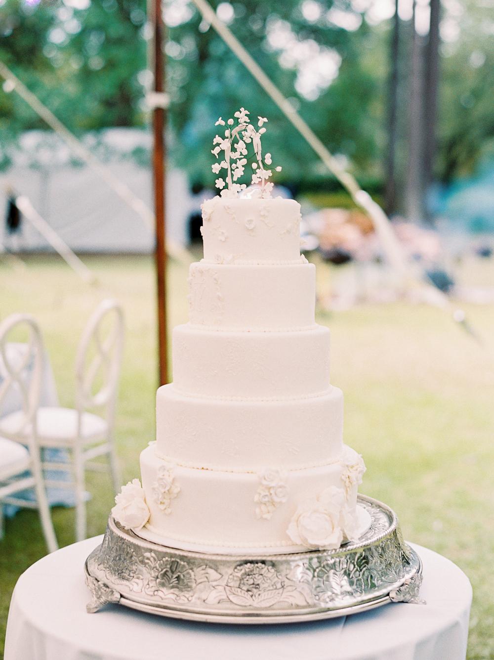 julia mitchell wedding cake