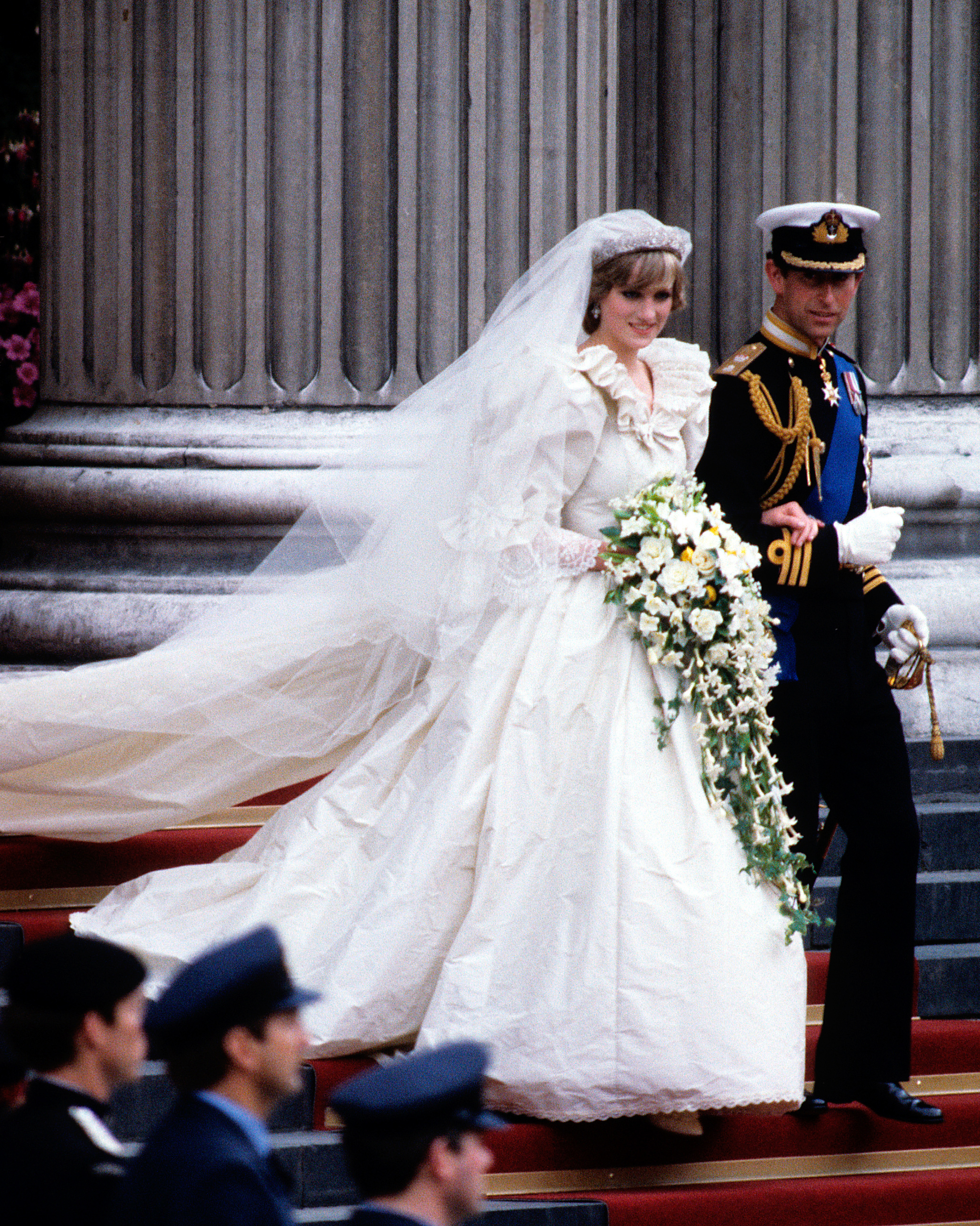 royal-wedding-dress-princess-diana-1115.jpg
