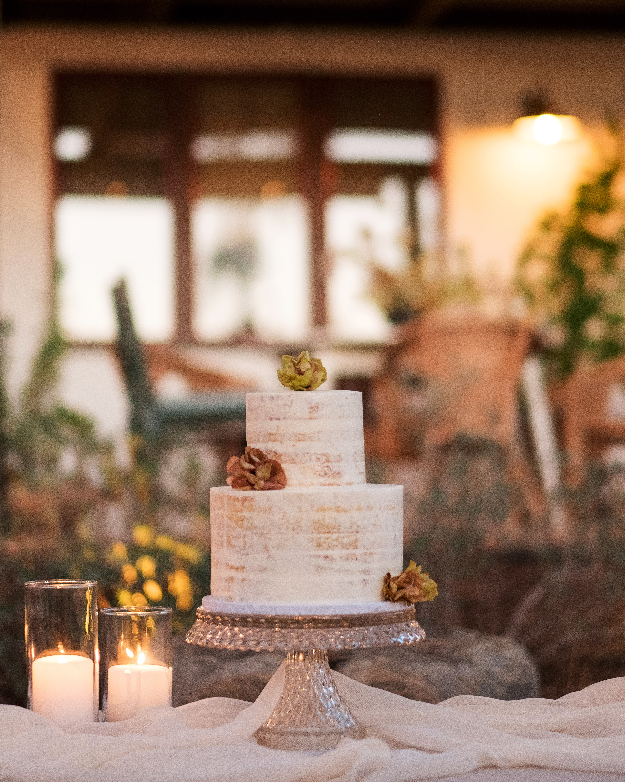 anika max wedding two tier cake display