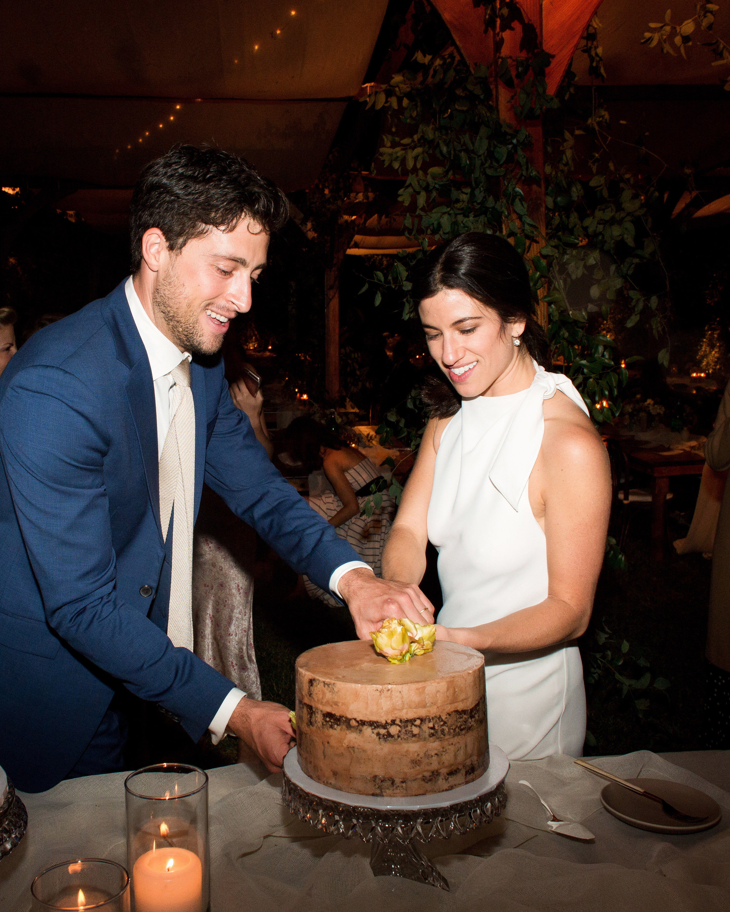 anika max wedding couple cutting cake
