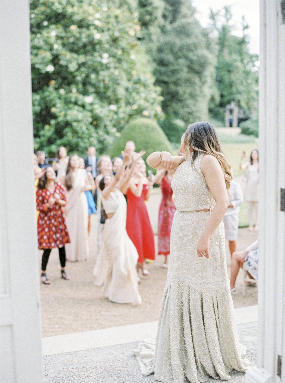 momina jack wedding bride bouquet toss