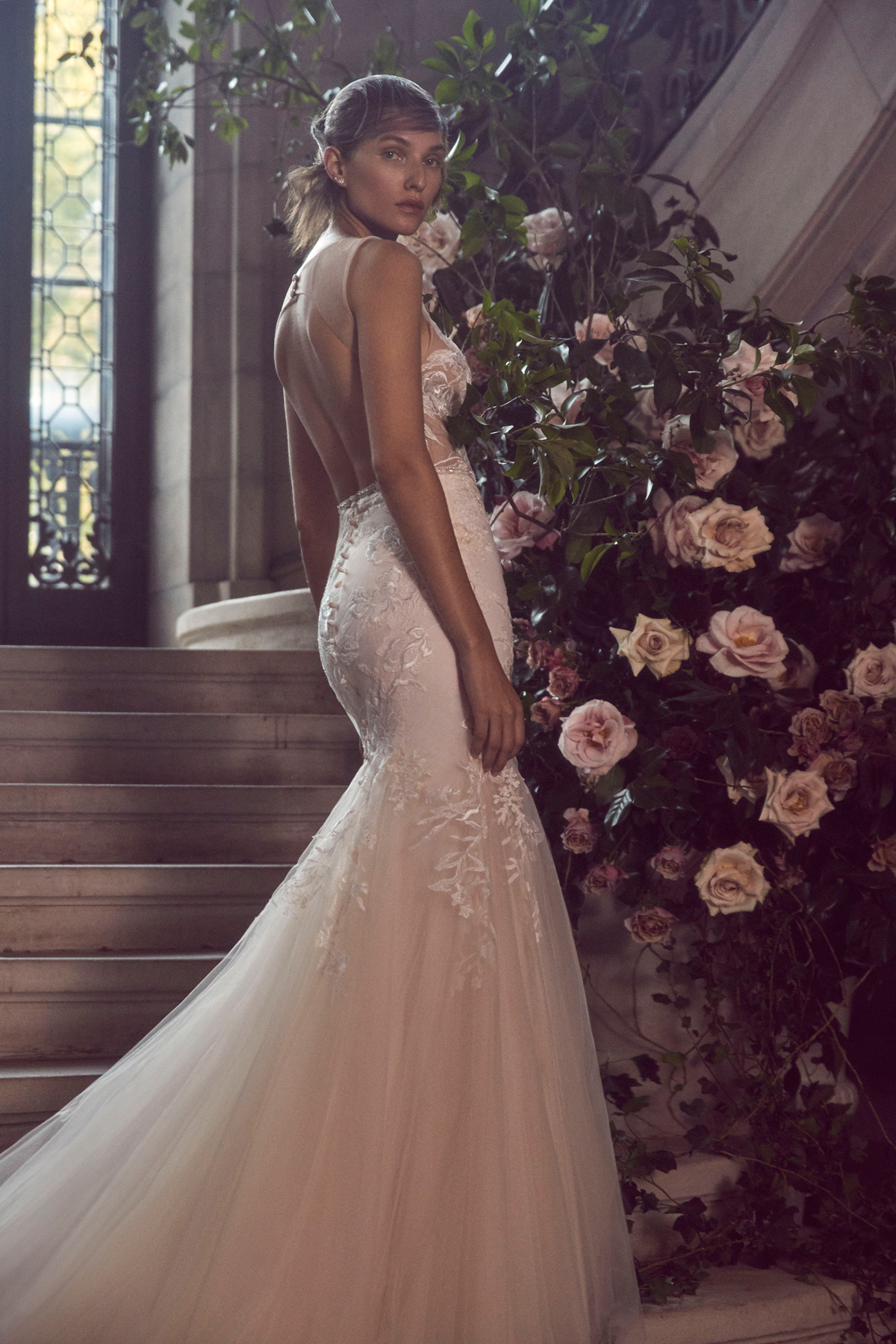 monique lhuillier bliss fall 2019 lace and tulle trumpet with open back
