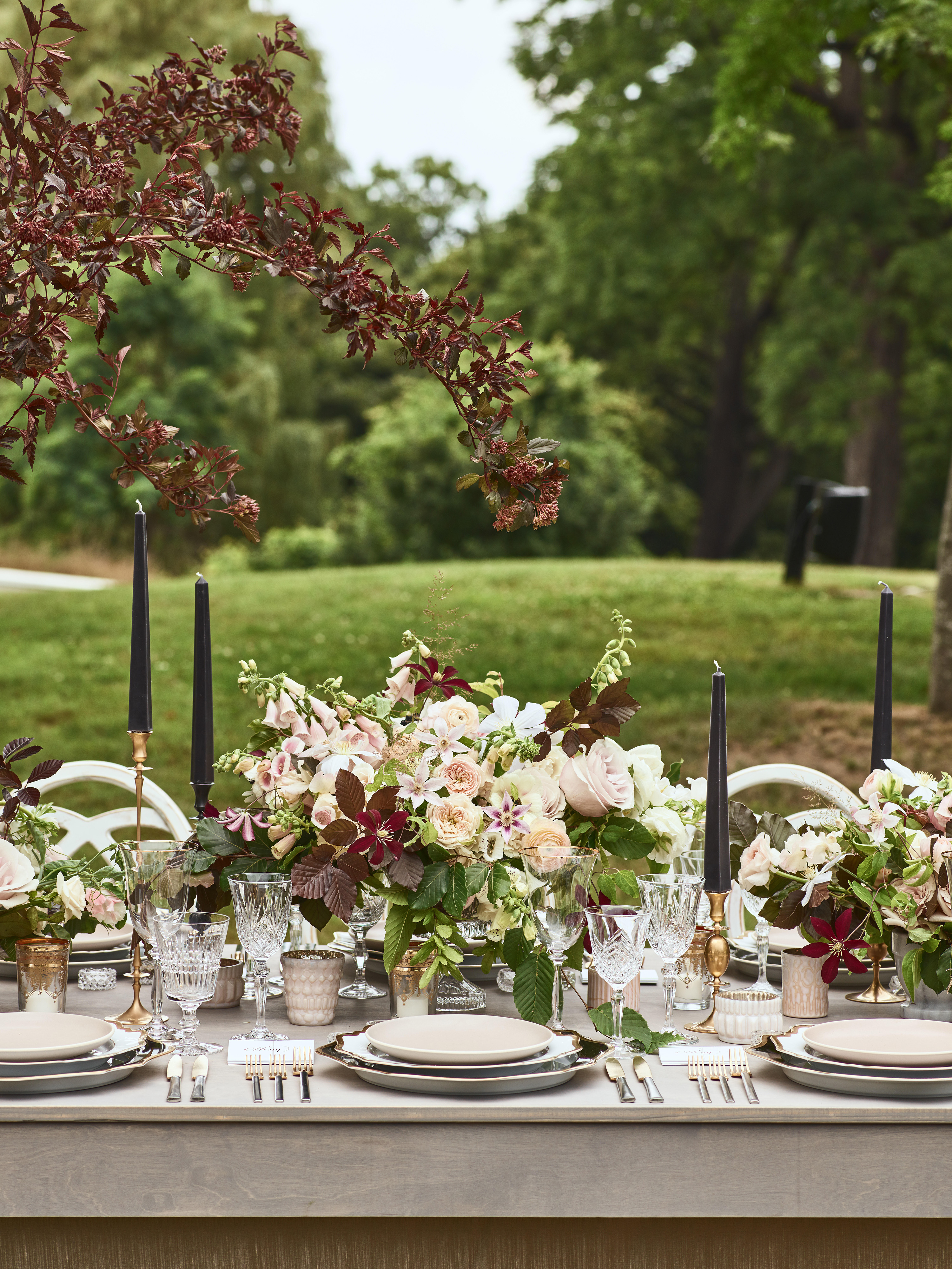 fall wedding centerpieces burgundy leaves outdoor table