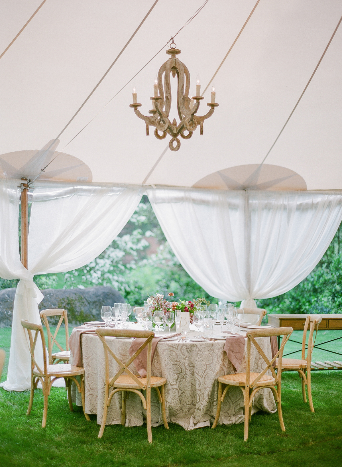 nadine dan wedding reception round table under tent