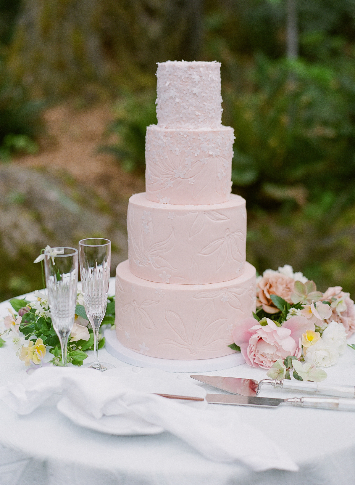nadine dan wedding pink cake