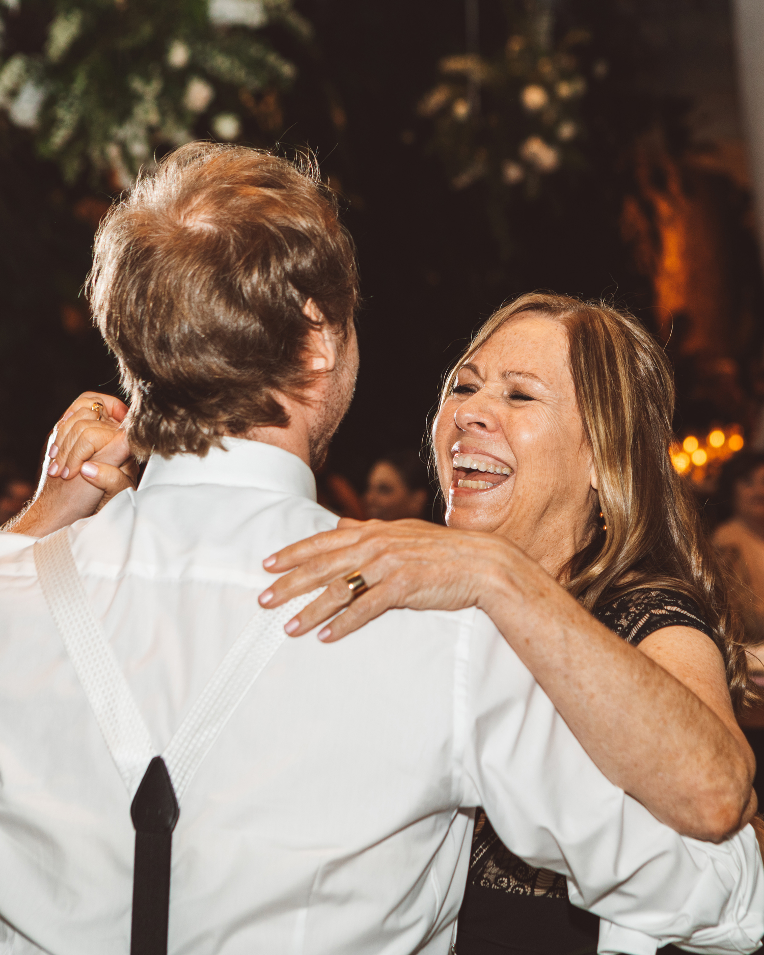 kaily matt wedding los angeles groom dancing with mom