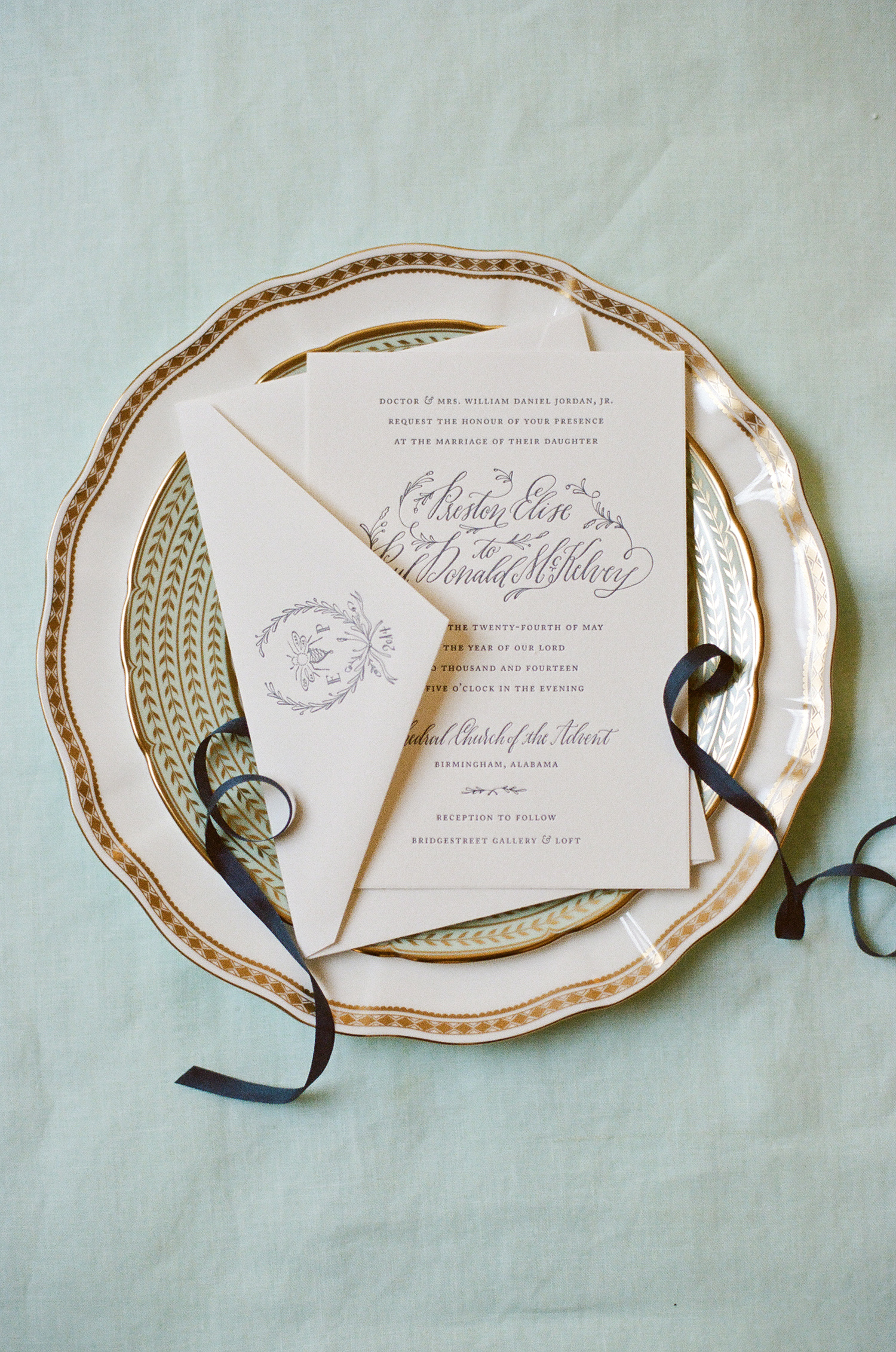 bee wedding ideas invitation on decorative plate