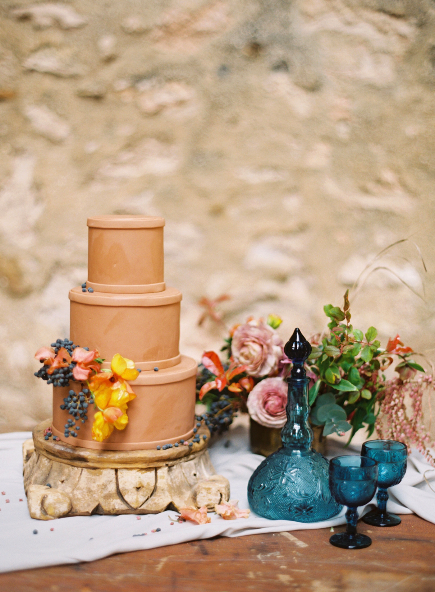 terra cotta decor cake with vases and flowers