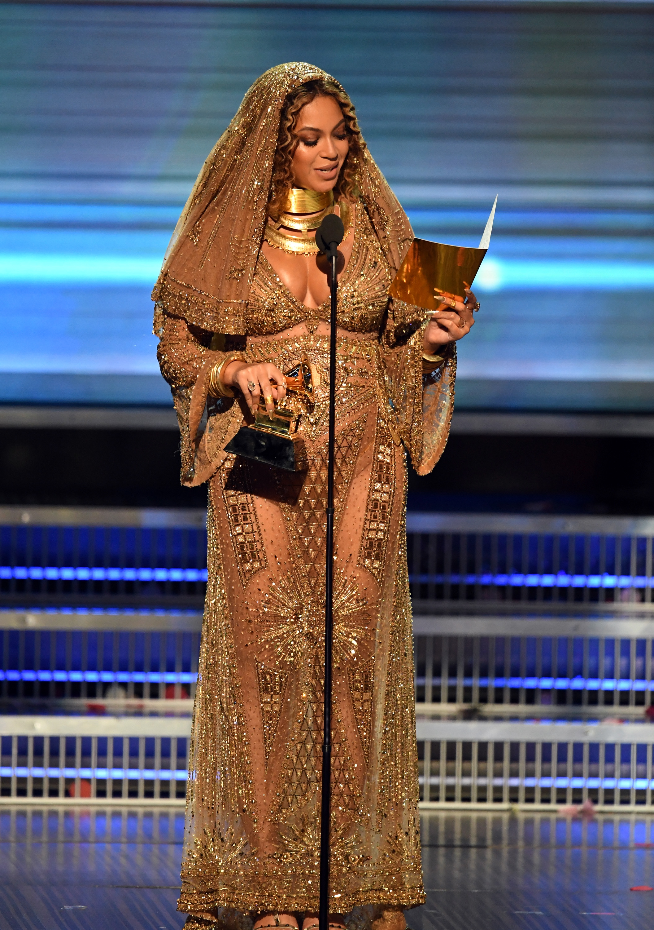 Beyonce 2017 Grammys Peter Dundas dress with veil