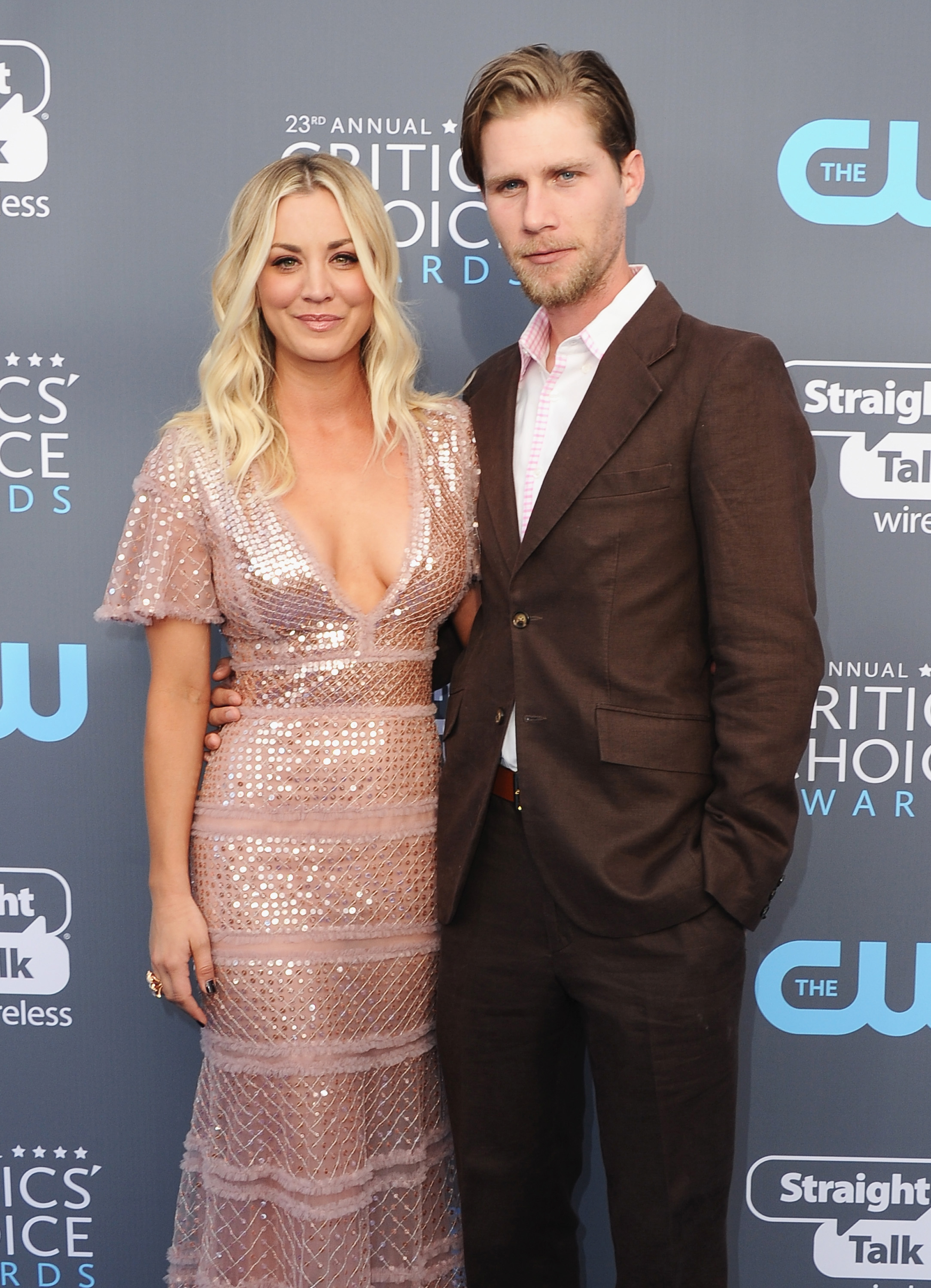 celebrity couple posing nick and kaley