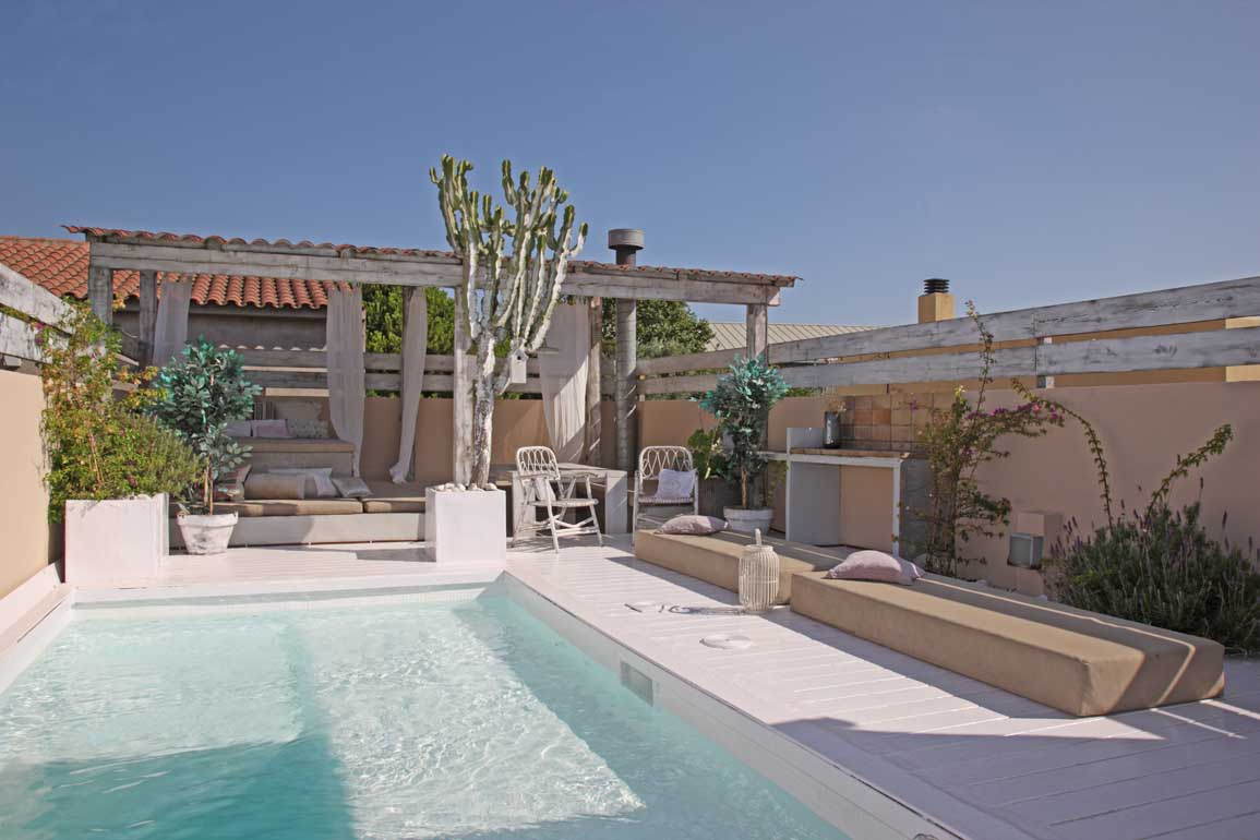 barcelona airbnb with private pool