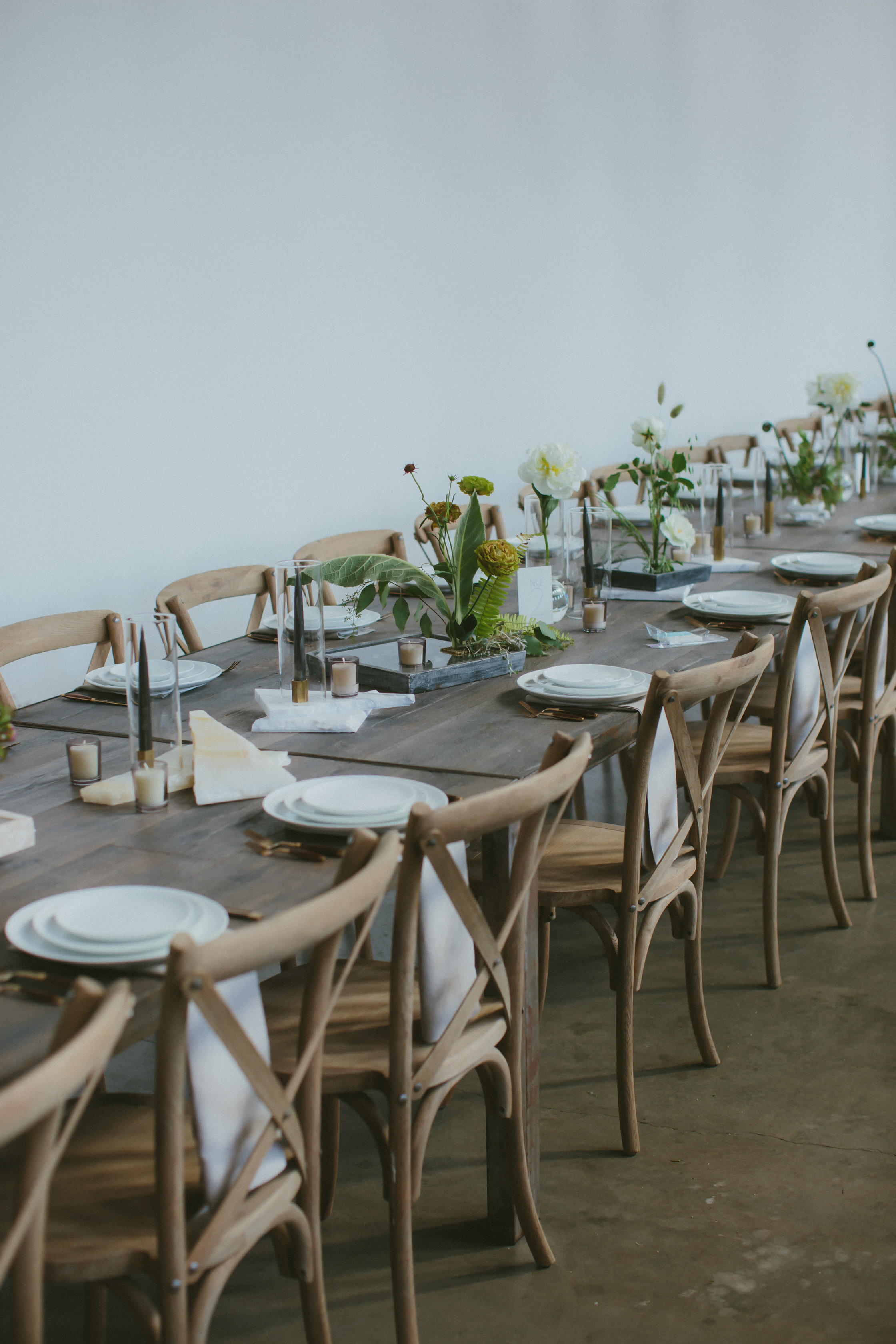 minimalist wedding reception table