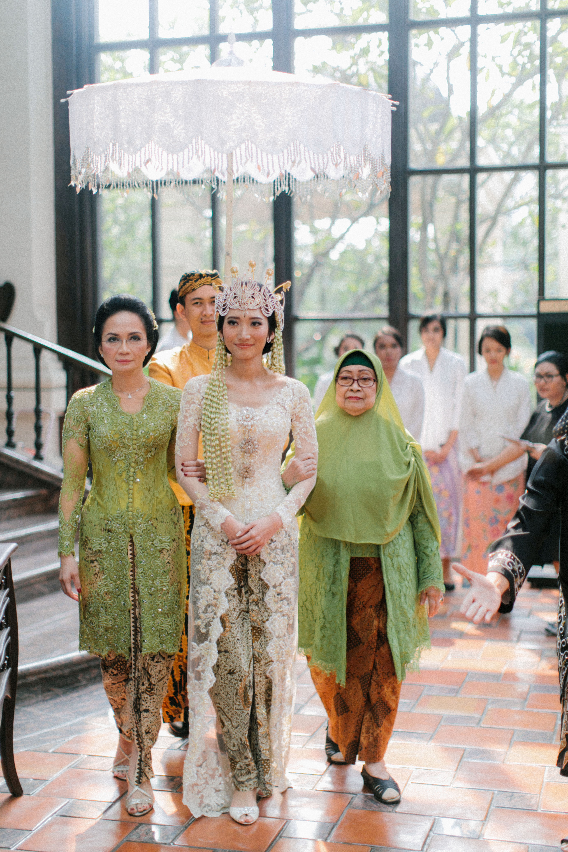 wedding bride walk mother grandmother accompanied