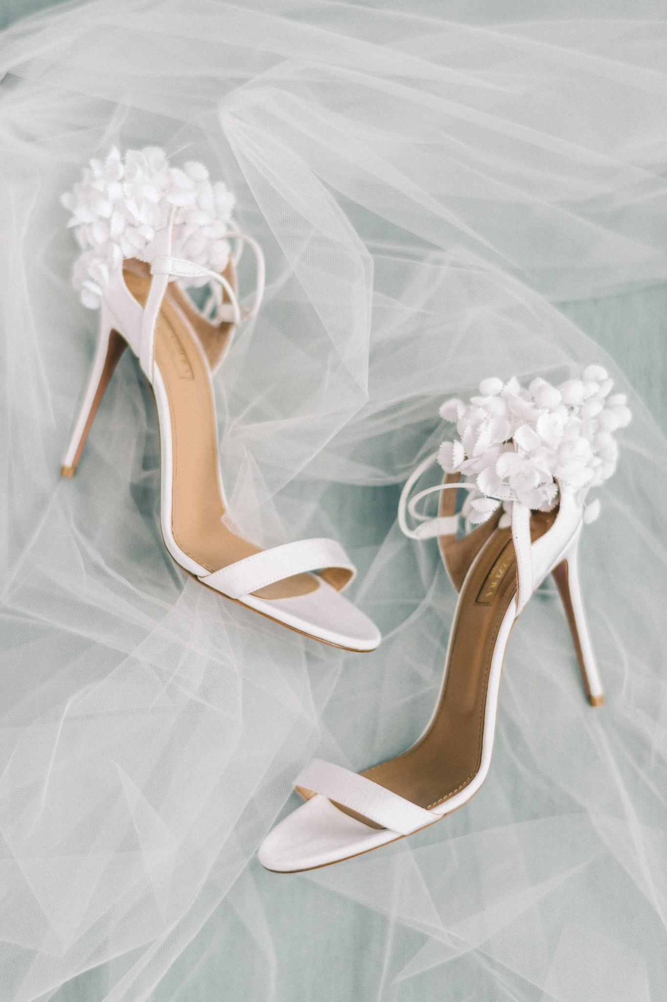 How To Make Sure Your Wedding Dress Won T Drag On The Floor If You