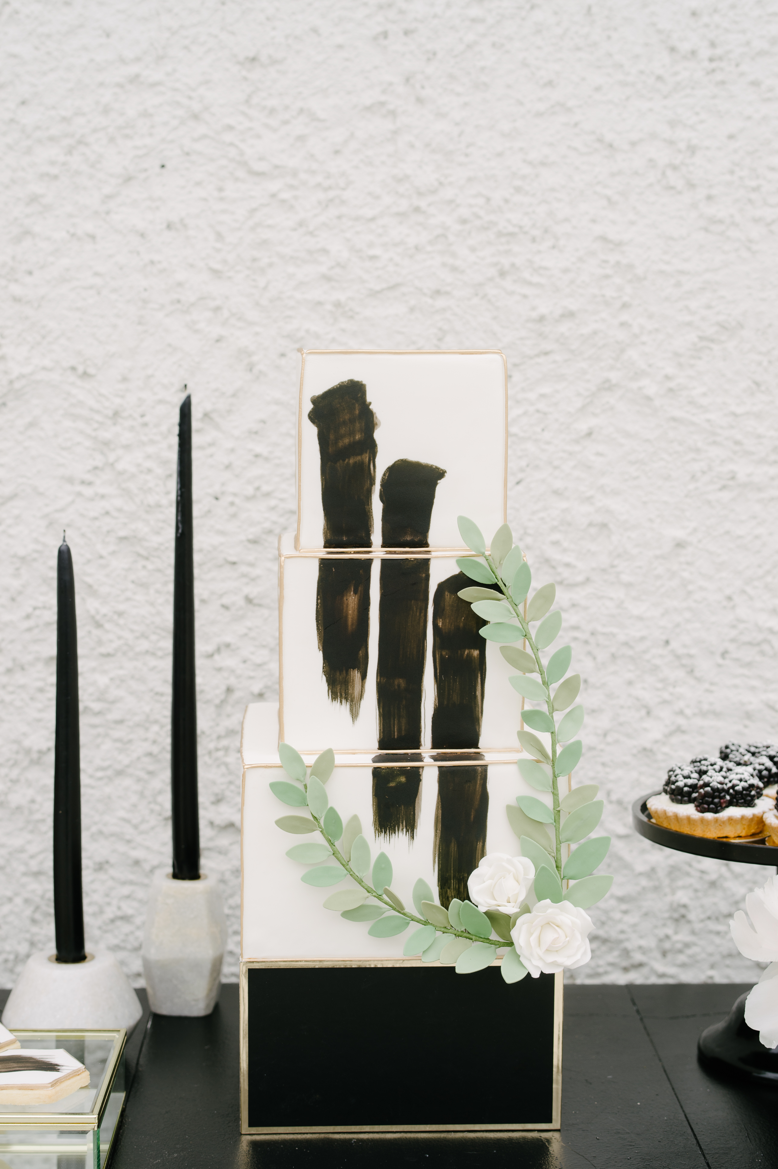 black and gold cake stand
