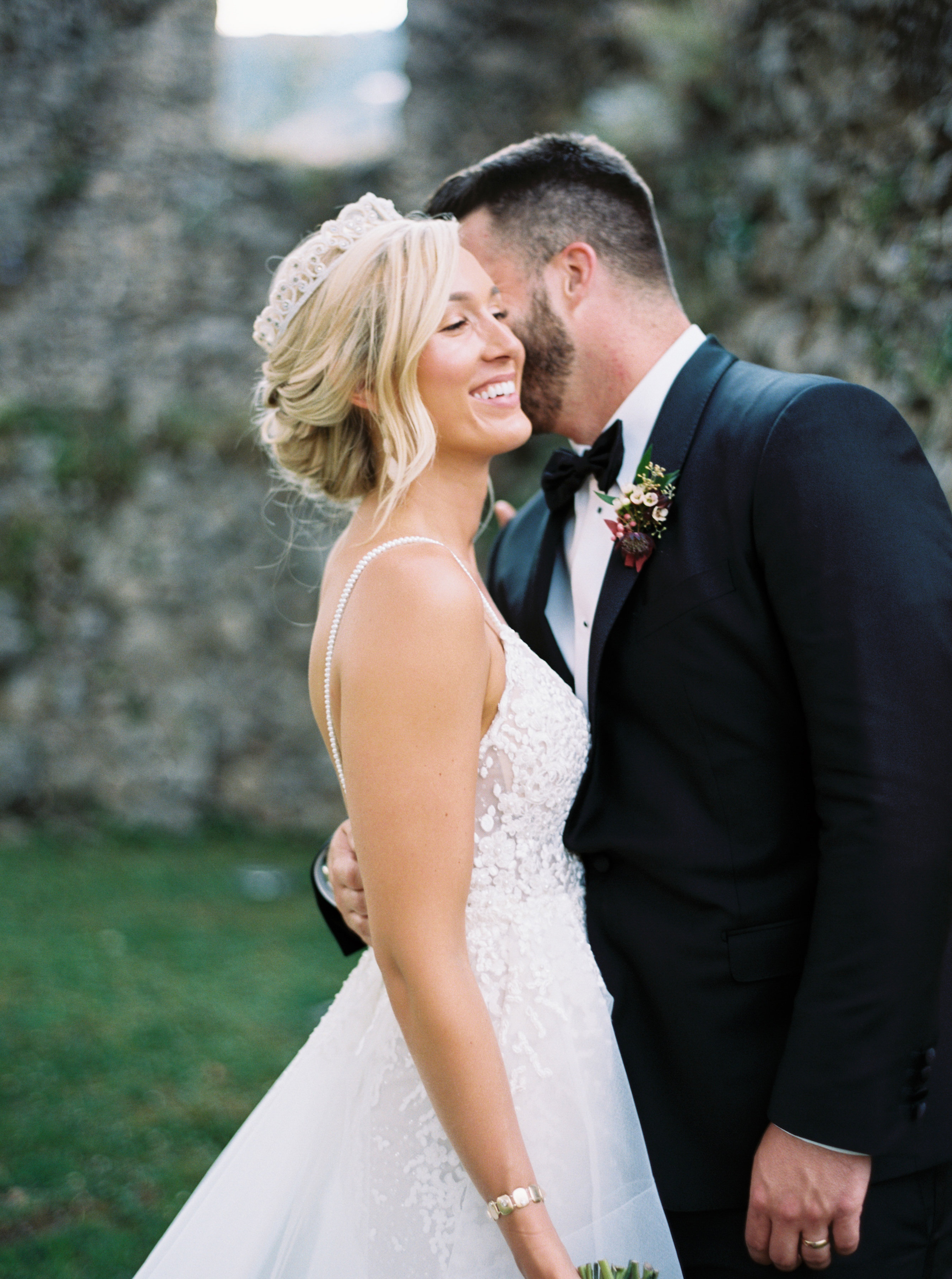 allie joe italy wedding couple kissing