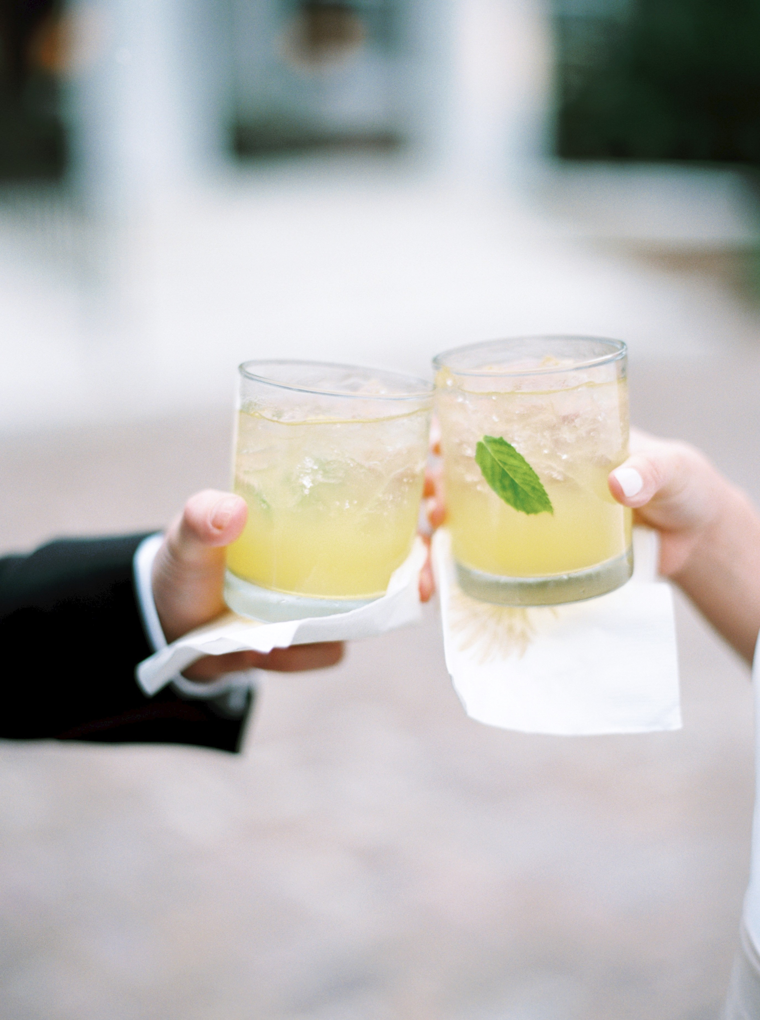 guests holding sweet tea cocktails