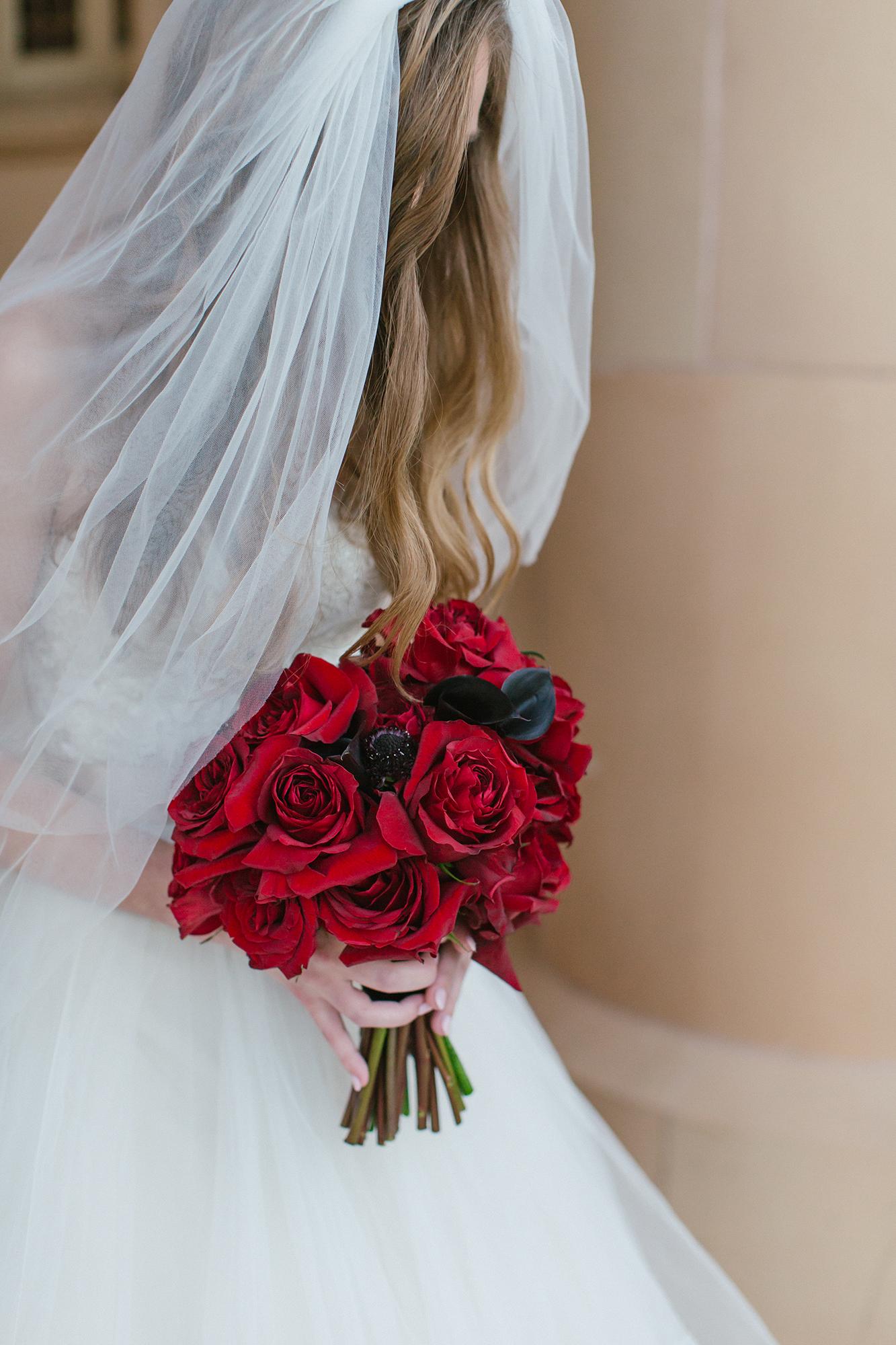 duff goldman johnna colbry brides bouquet red roses
