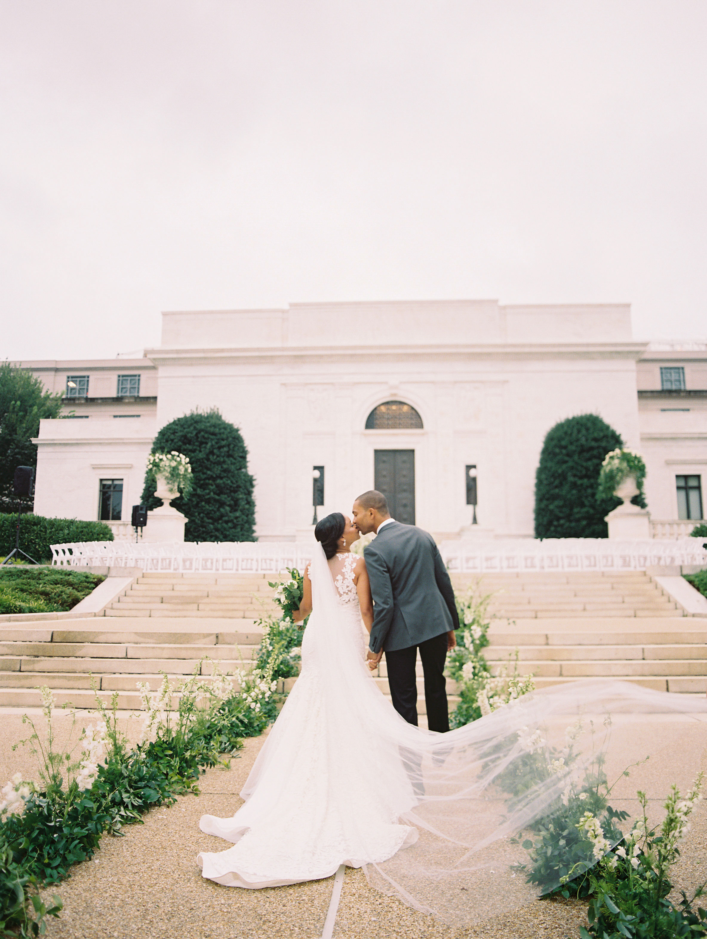 melissa justen wedding couple in front of venue kissing