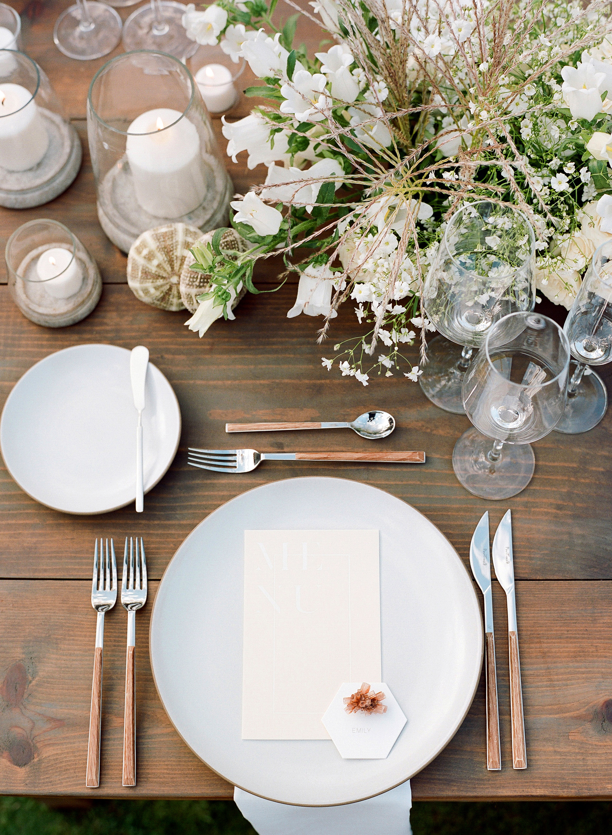 alex drew california wedding place setting on table with centerpiece