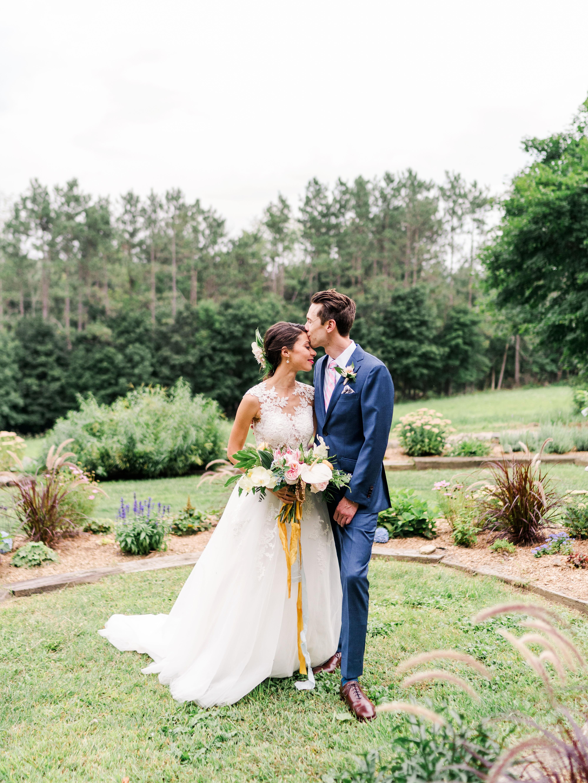 dayane collin wedding couple bride groom kiss outdoors