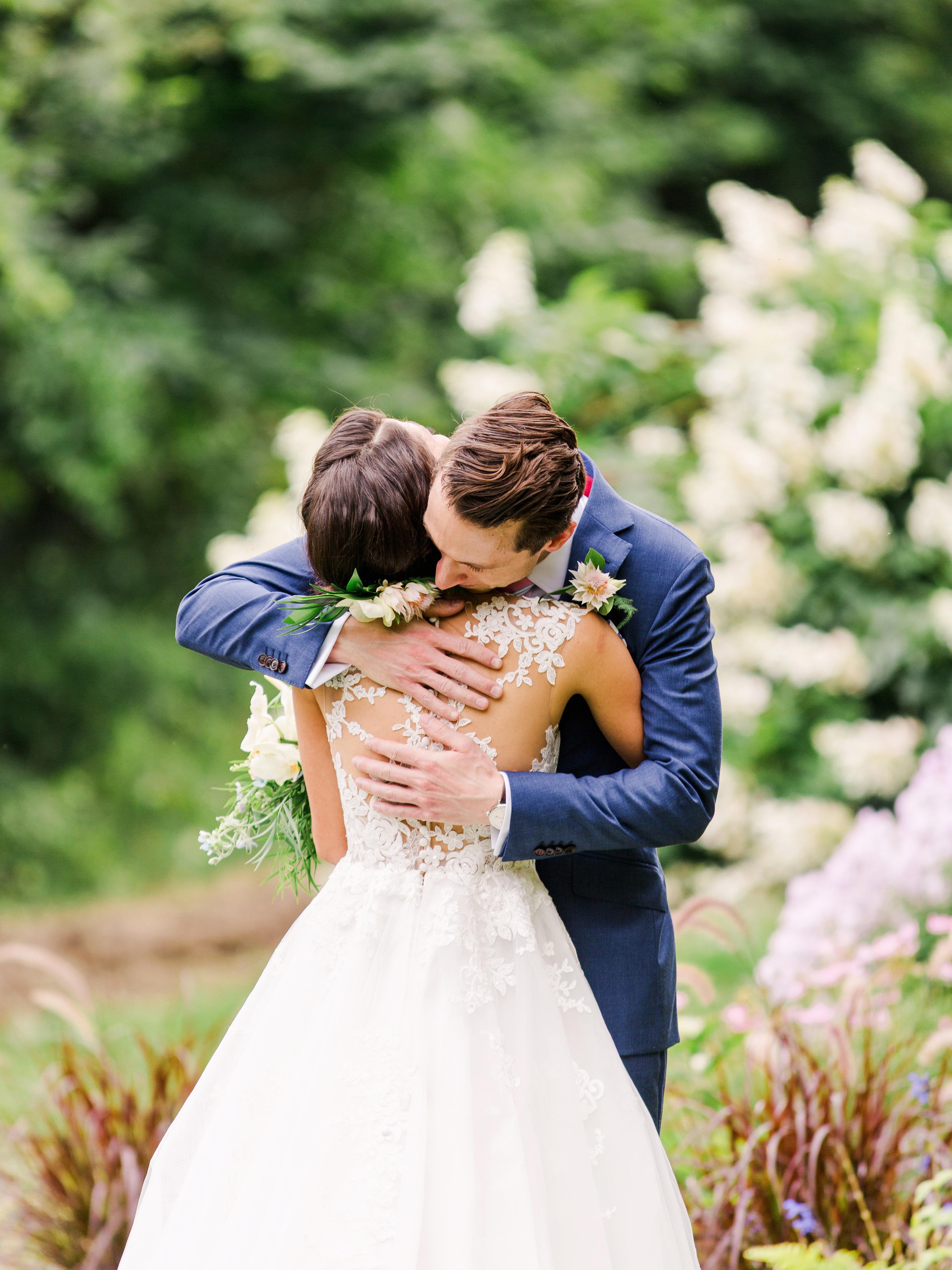 dayane collin wedding first look couple hug