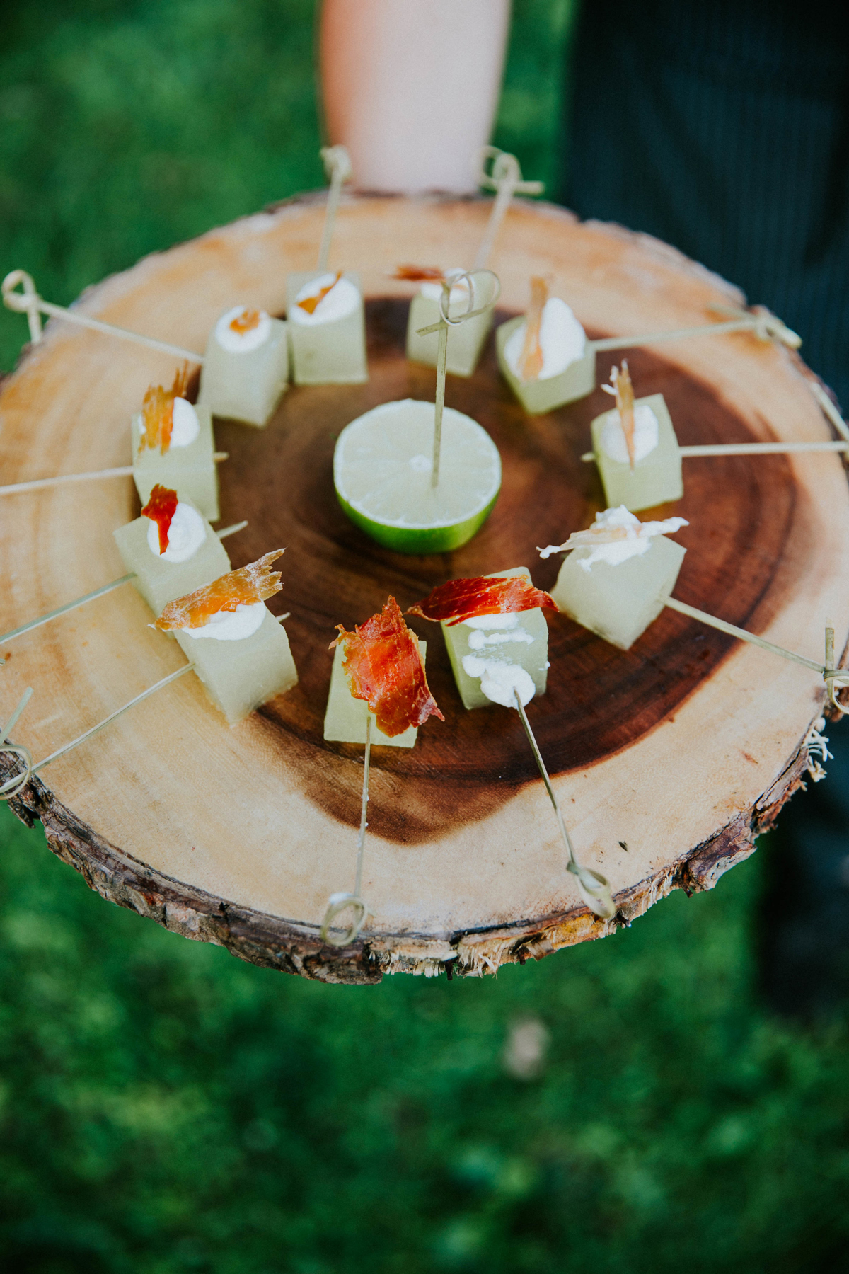 hors d oeuvres melon skewers with crispy prosciutto