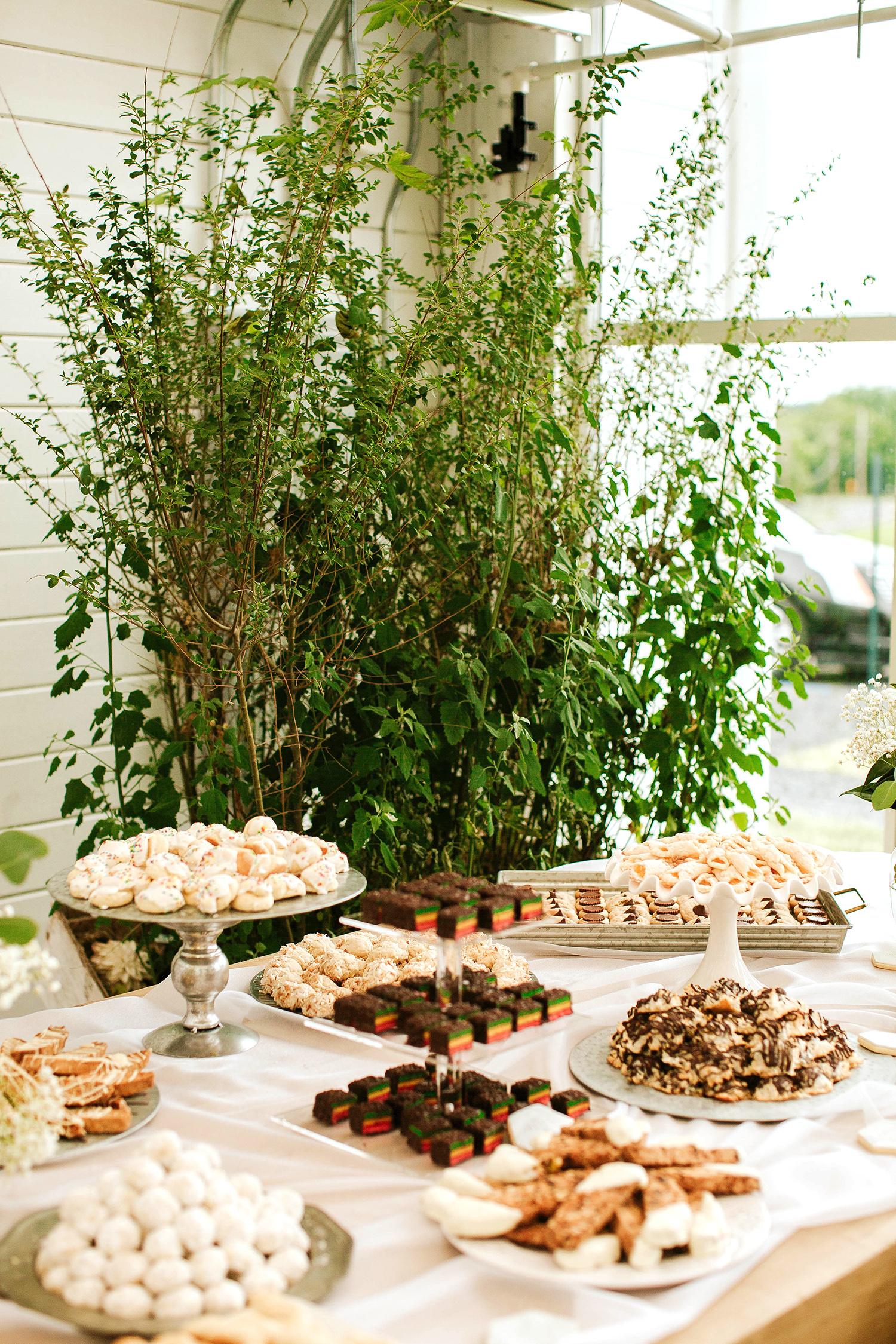 rose chris wedding dessert