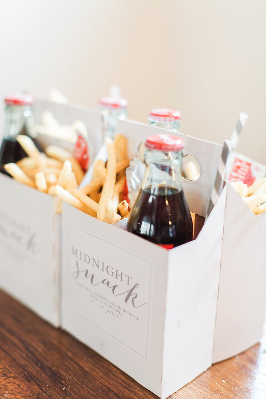 37 Edible Wedding Favors Guests Will Eat Up Literally