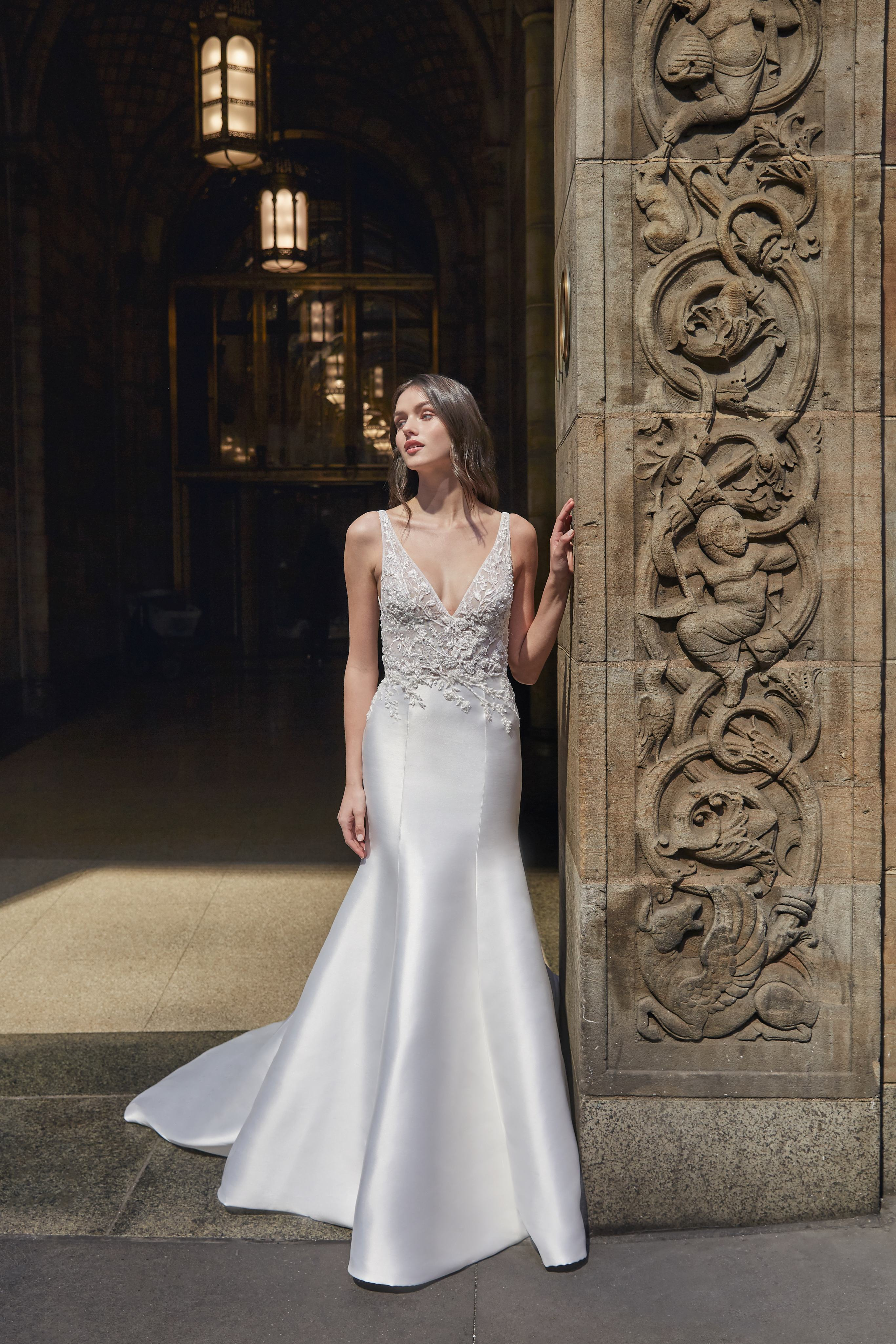 monique lhuillier bliss trumpet v neck wedding dress spring 2020