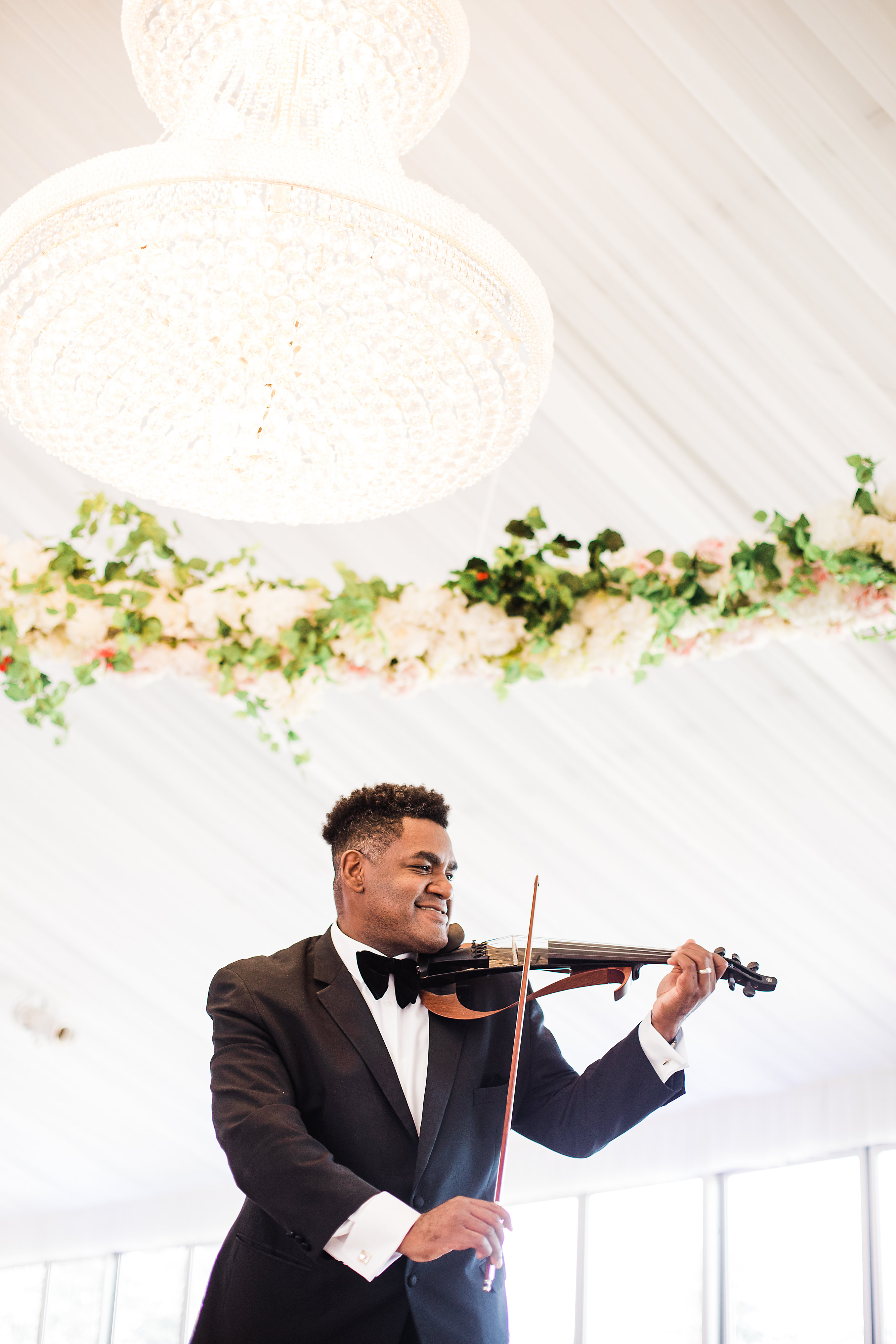 The Club at Carlton Woods cocktail hour with violinist entertainment