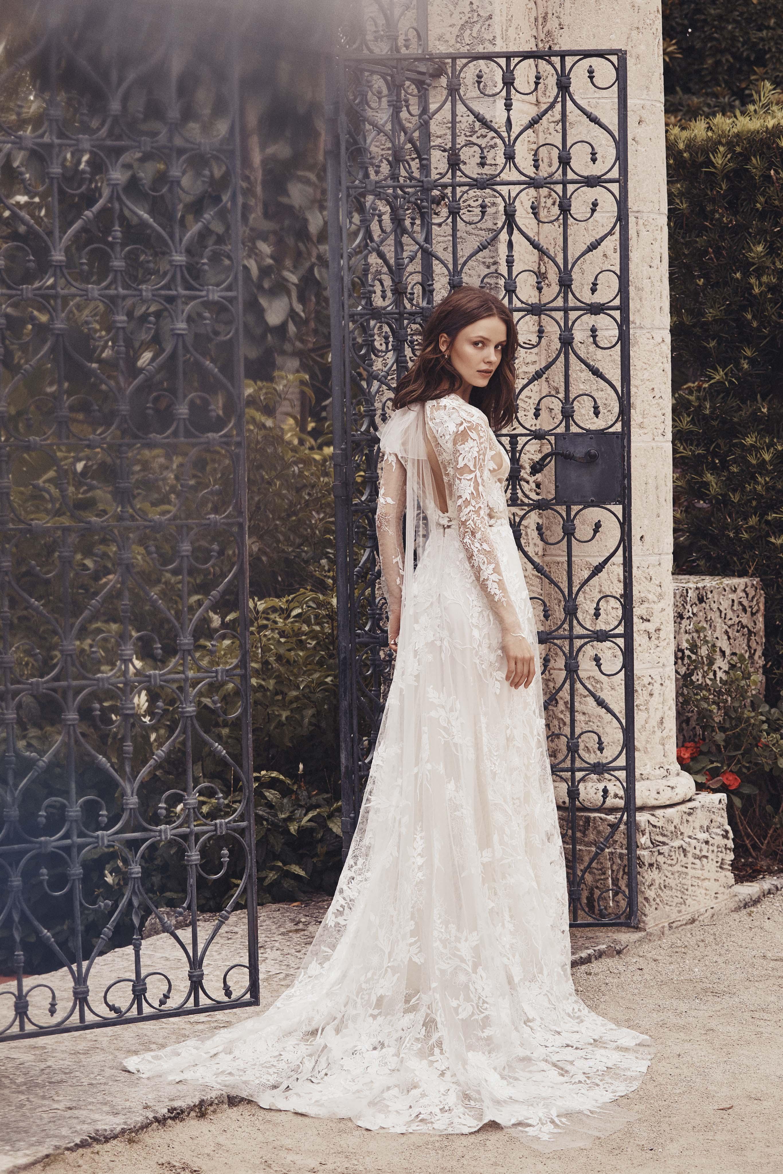 lace long sleeve keyhole back a-line Monique Lhuillier Spring 2020