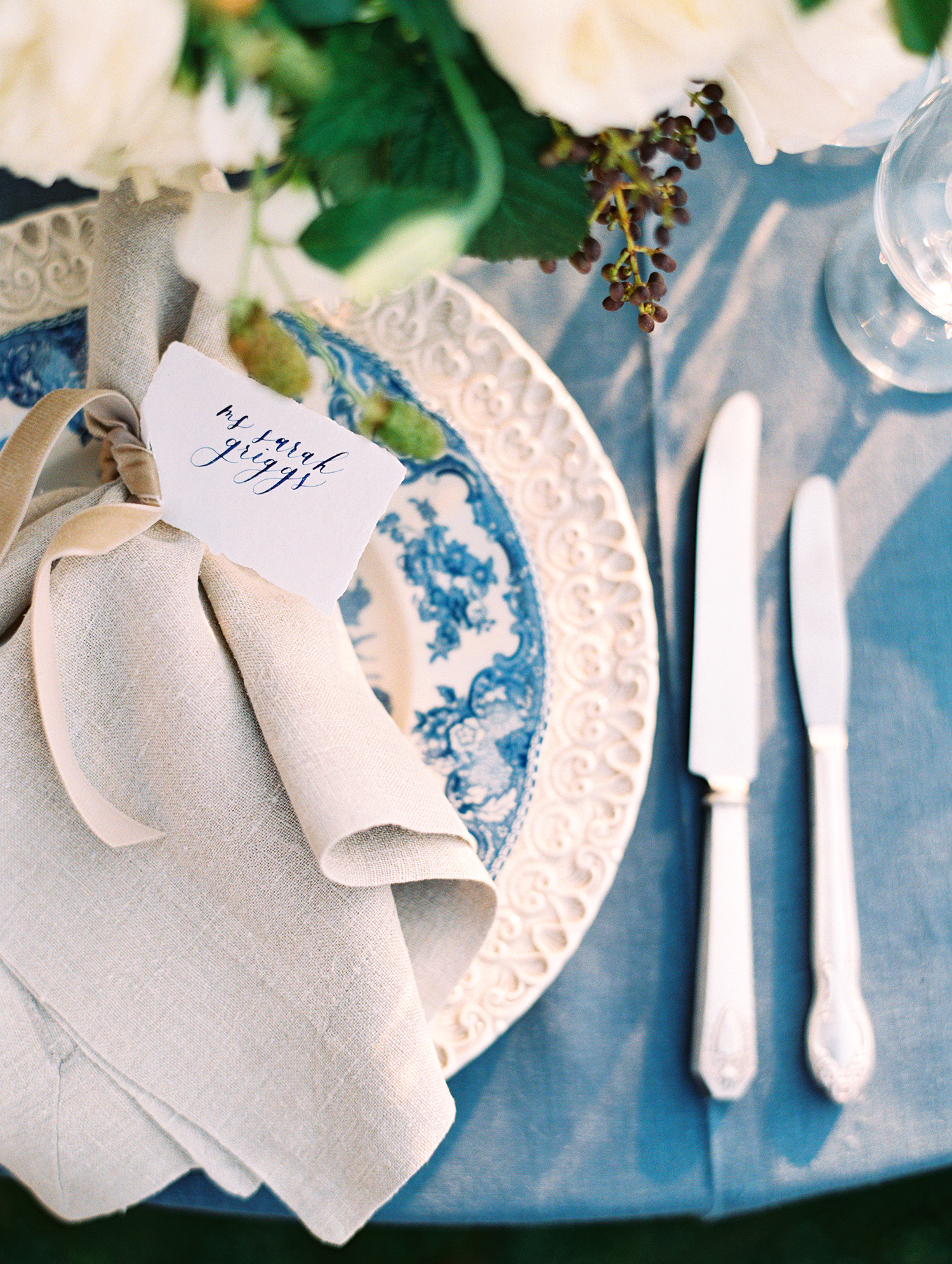 elizabeth scott wedding place setting