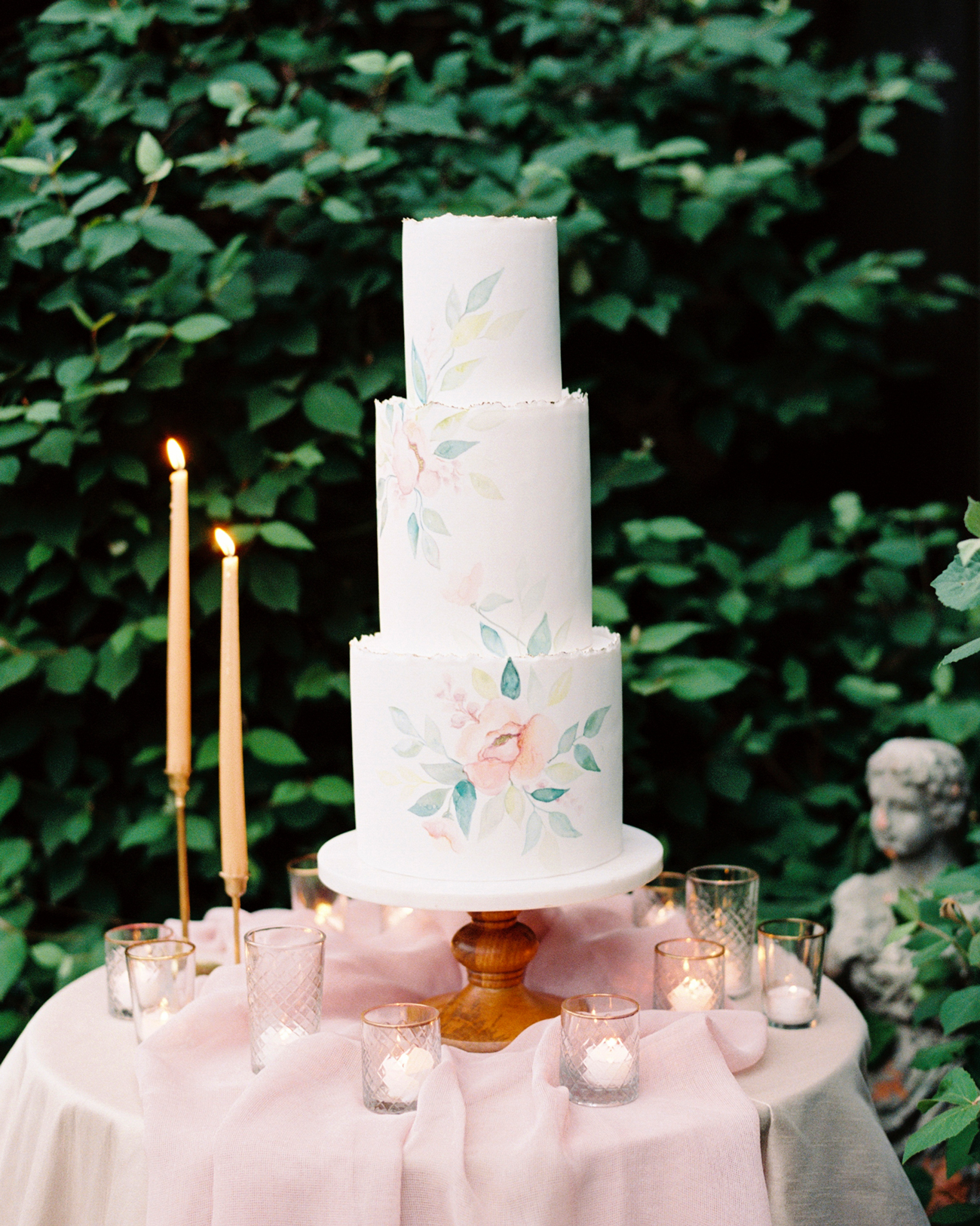 painted vine of flowers wedding cake
