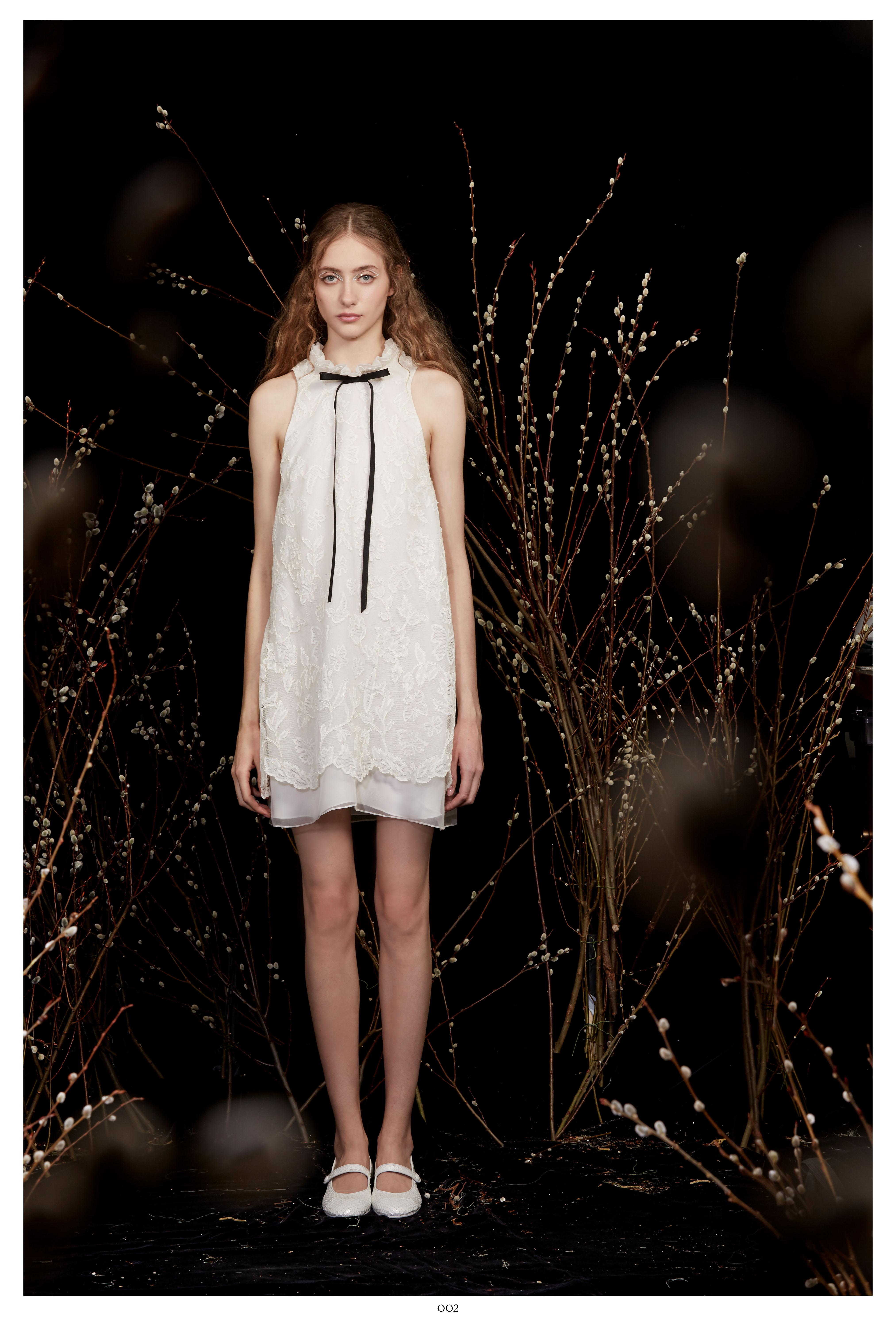 high-neck black ribbon bow sleeveless lace short wedding dress Honor Spring 2020