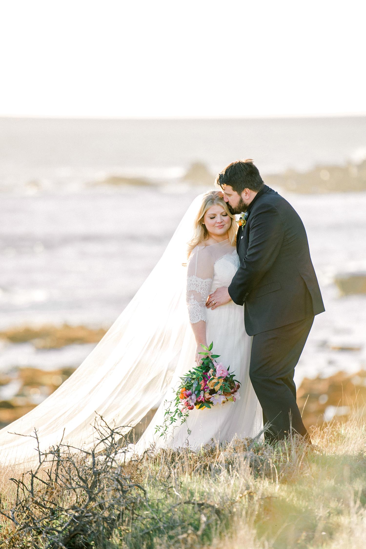johanna erik wedding couple in grass by water
