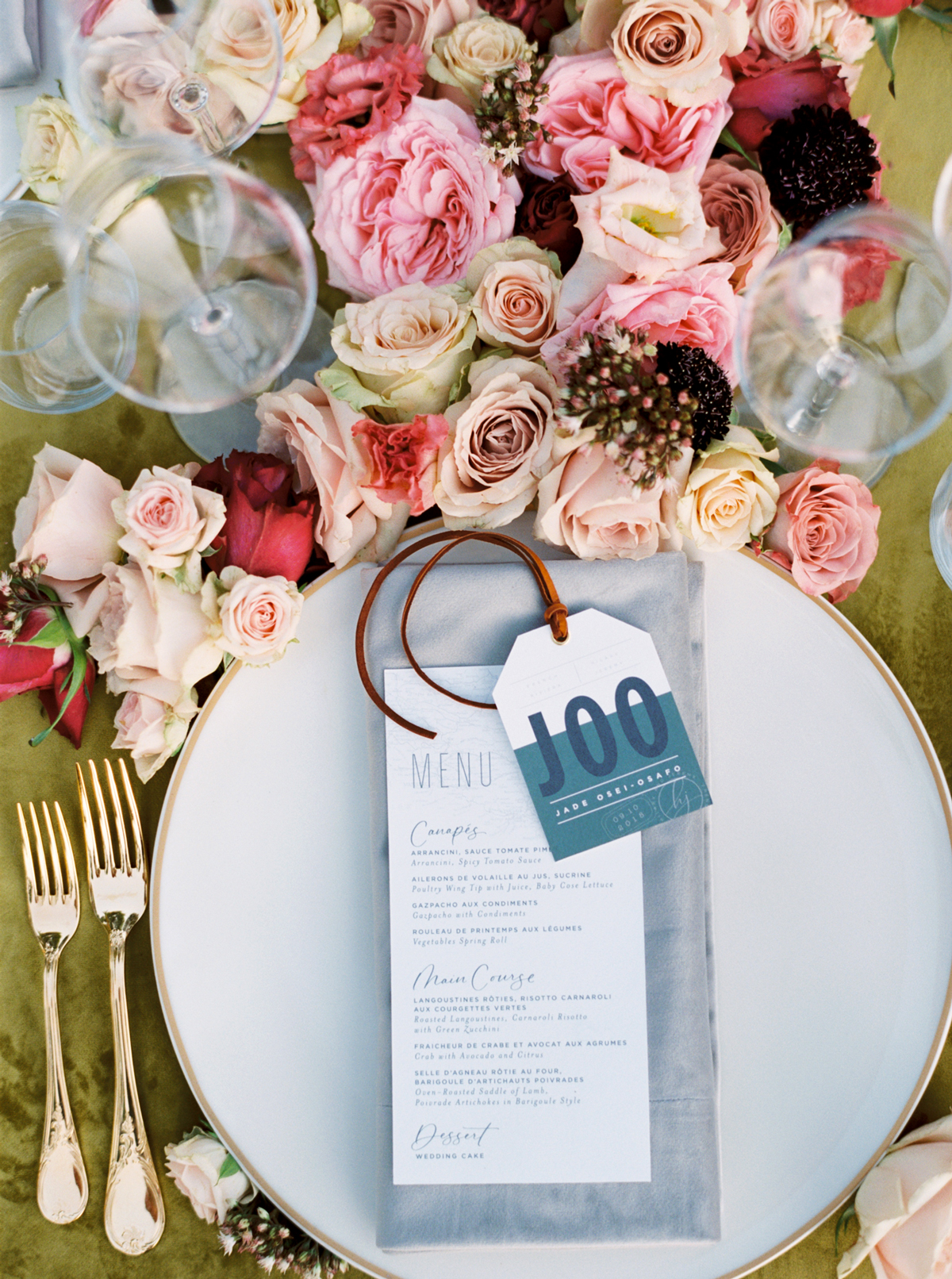 luggage tags escort tags on placesettings with floral decor