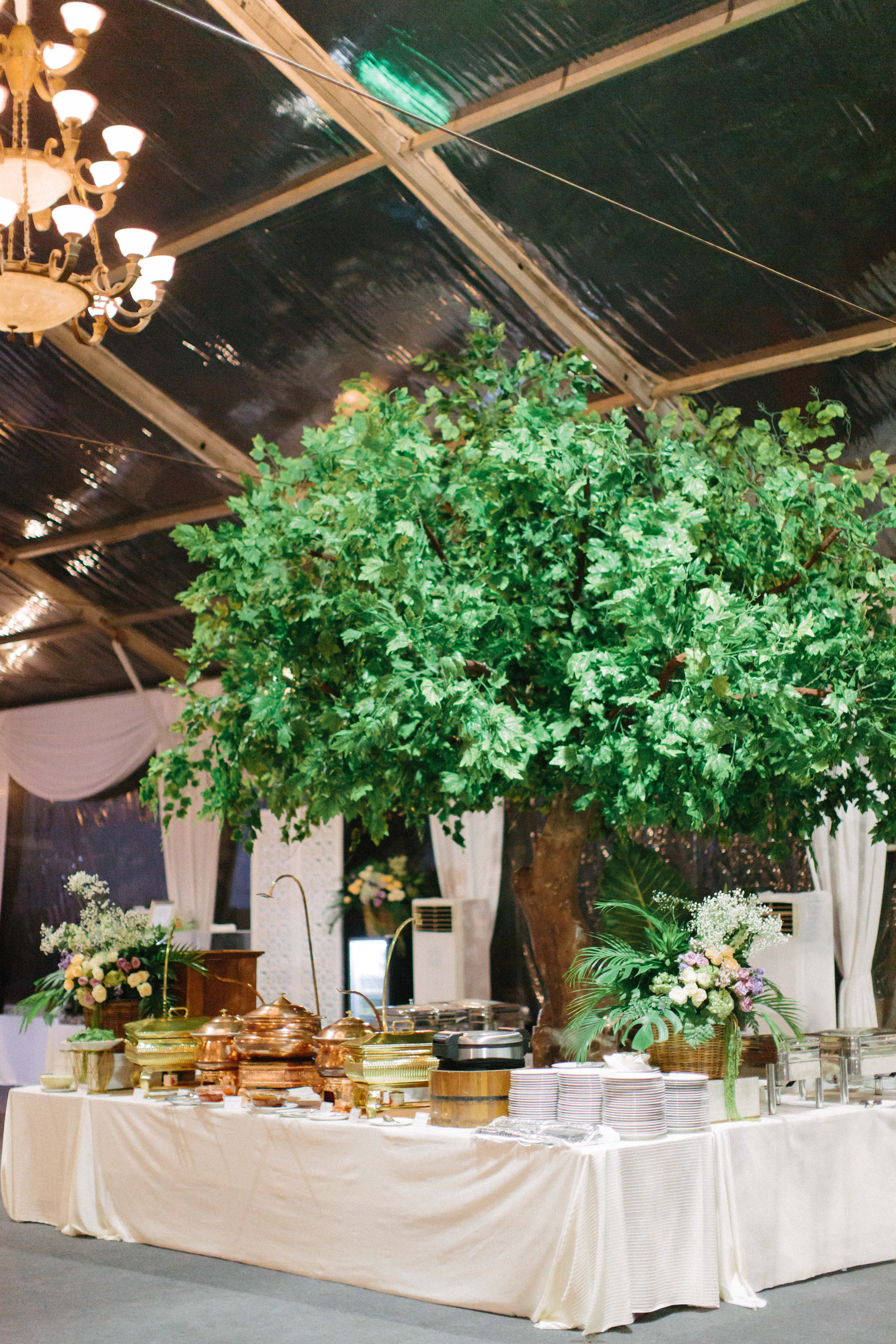 wedding dinner buffet tables with center tree